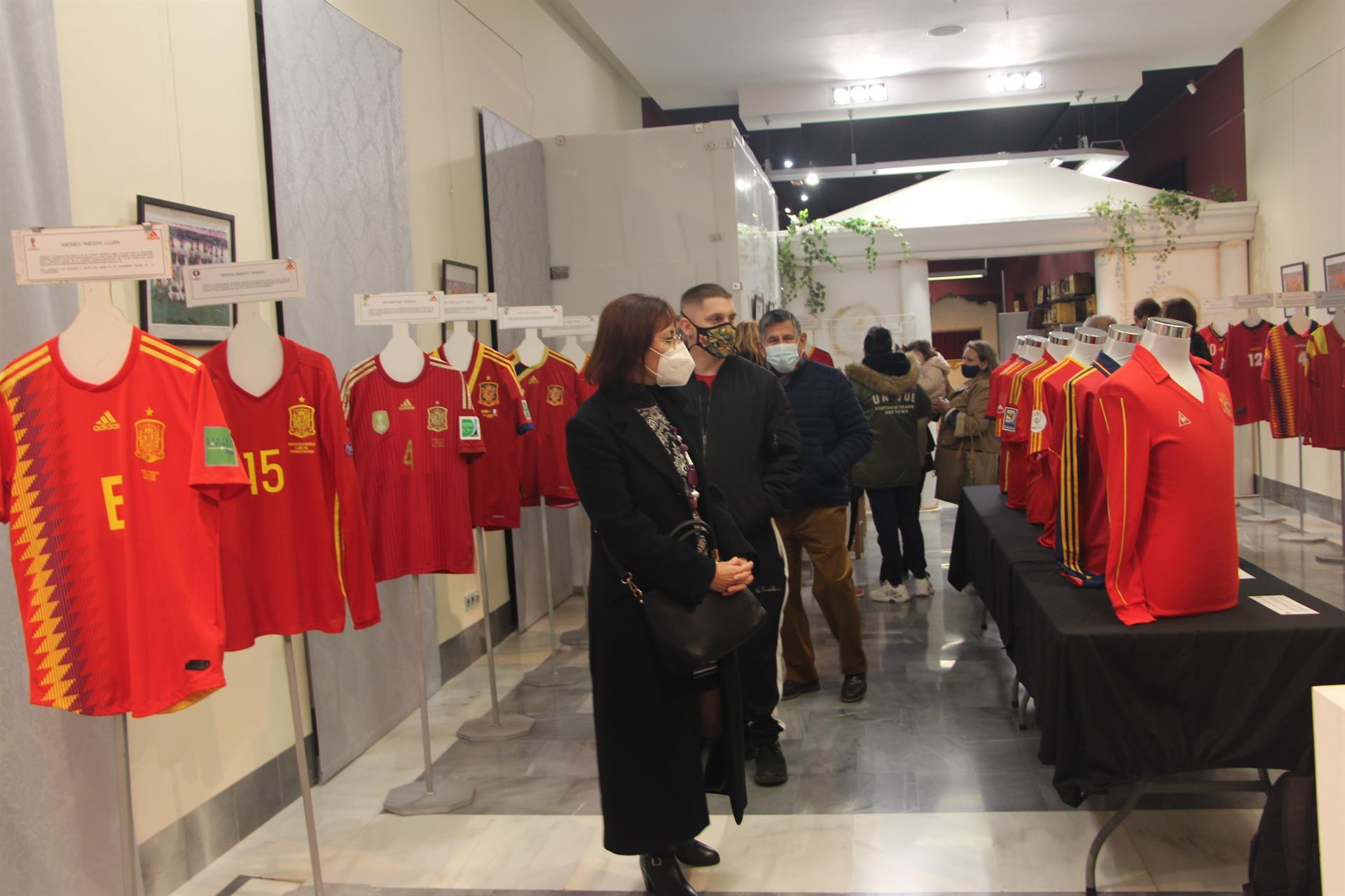 La exposición de camisetas de la selección  española se puede contemplar hasta el 18 de enero