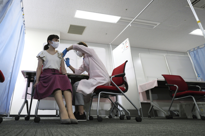 Coronavirus hoy en directo: Los anticuerpos perduran hasta 12 meses después y se potencian con la vacuna