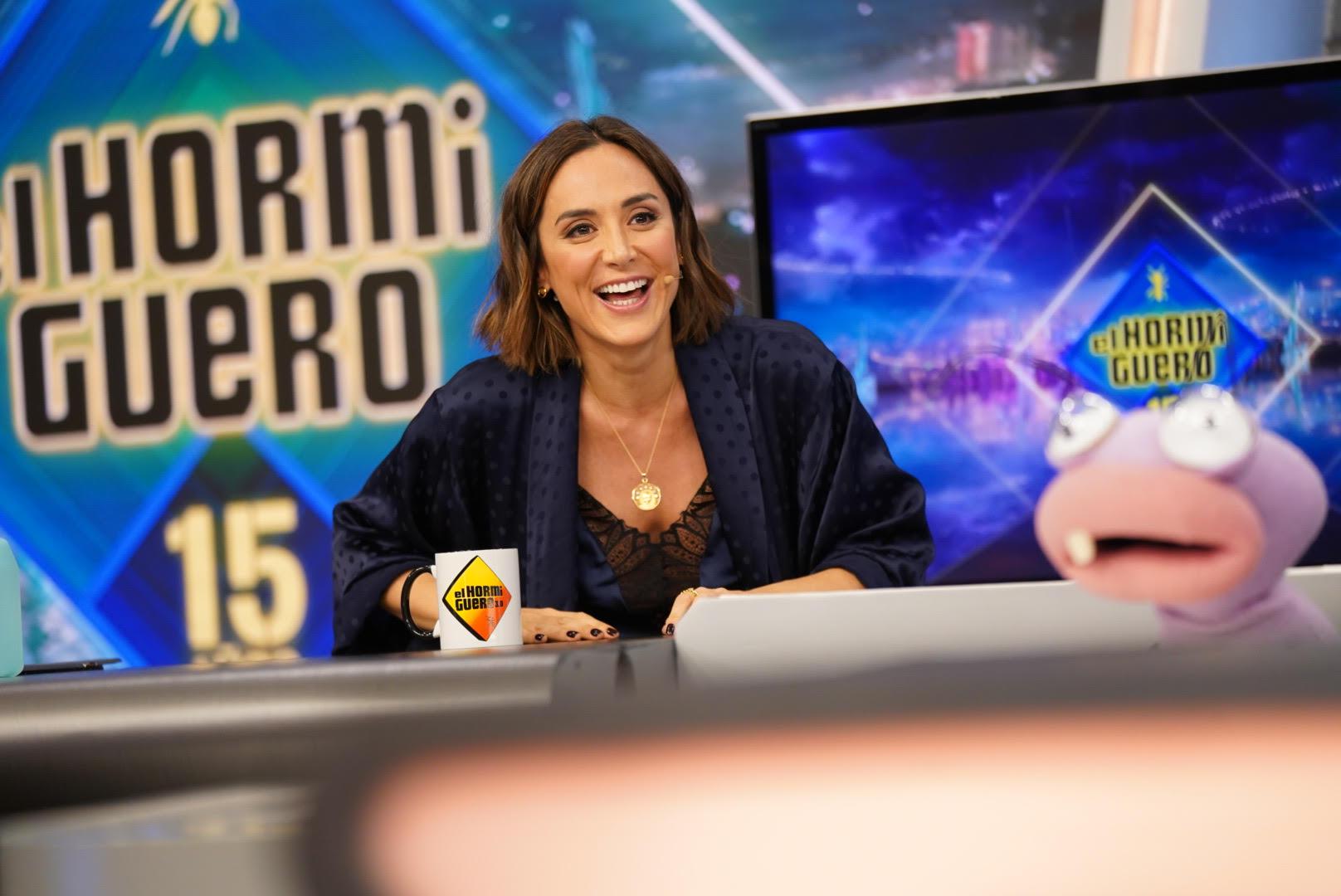 Tamara Falcó deslumbra en 'El Hormiguero' con un kimono ('made in spain') diseñado por Vicky Martín Berrocal