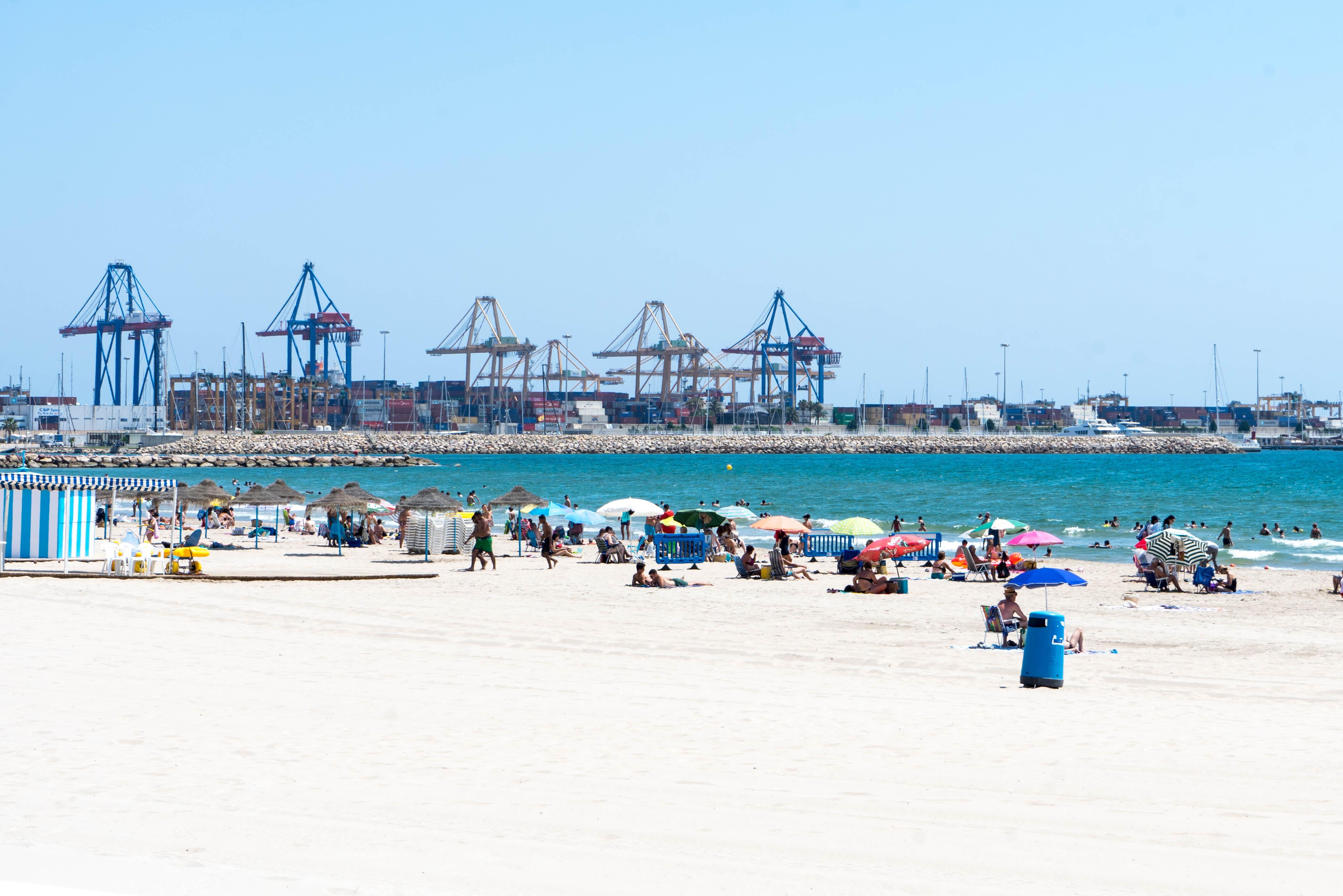 La campaña de Compromís contra la ampliación del Puerto de Valencia llega a la EMT