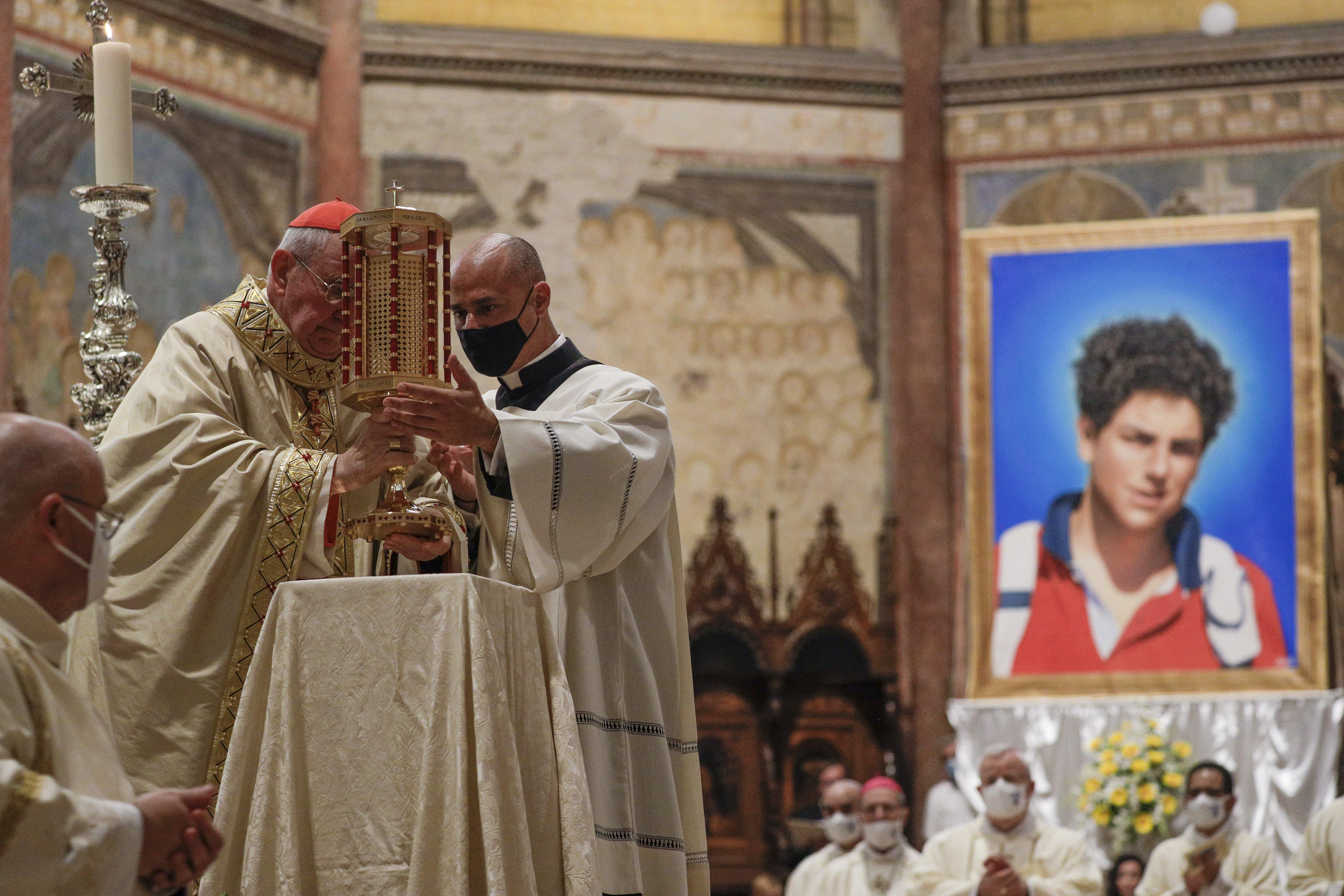 El cardenal Agostino Vallini, durante la beatificación de Carlo Acutis, en la basílica de San Francisco, en Asis.