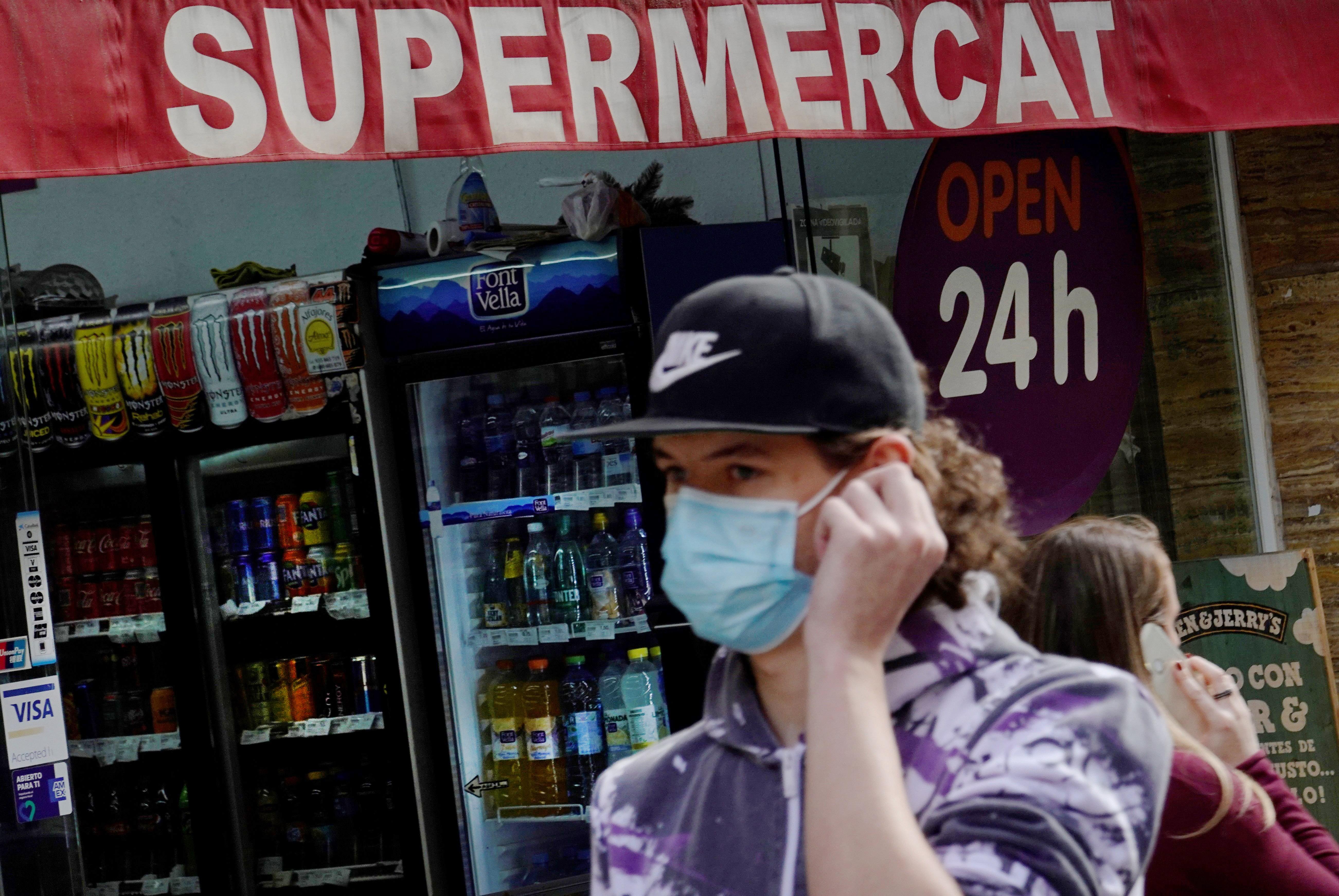 Última hora coronavirus: Cataluña y Galicia registran récord de contagios en un día y Valencia impone el toque de queda