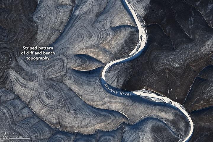 Las misteriosas rayas de una colina de Siberia para las que la NASA busca una explicación