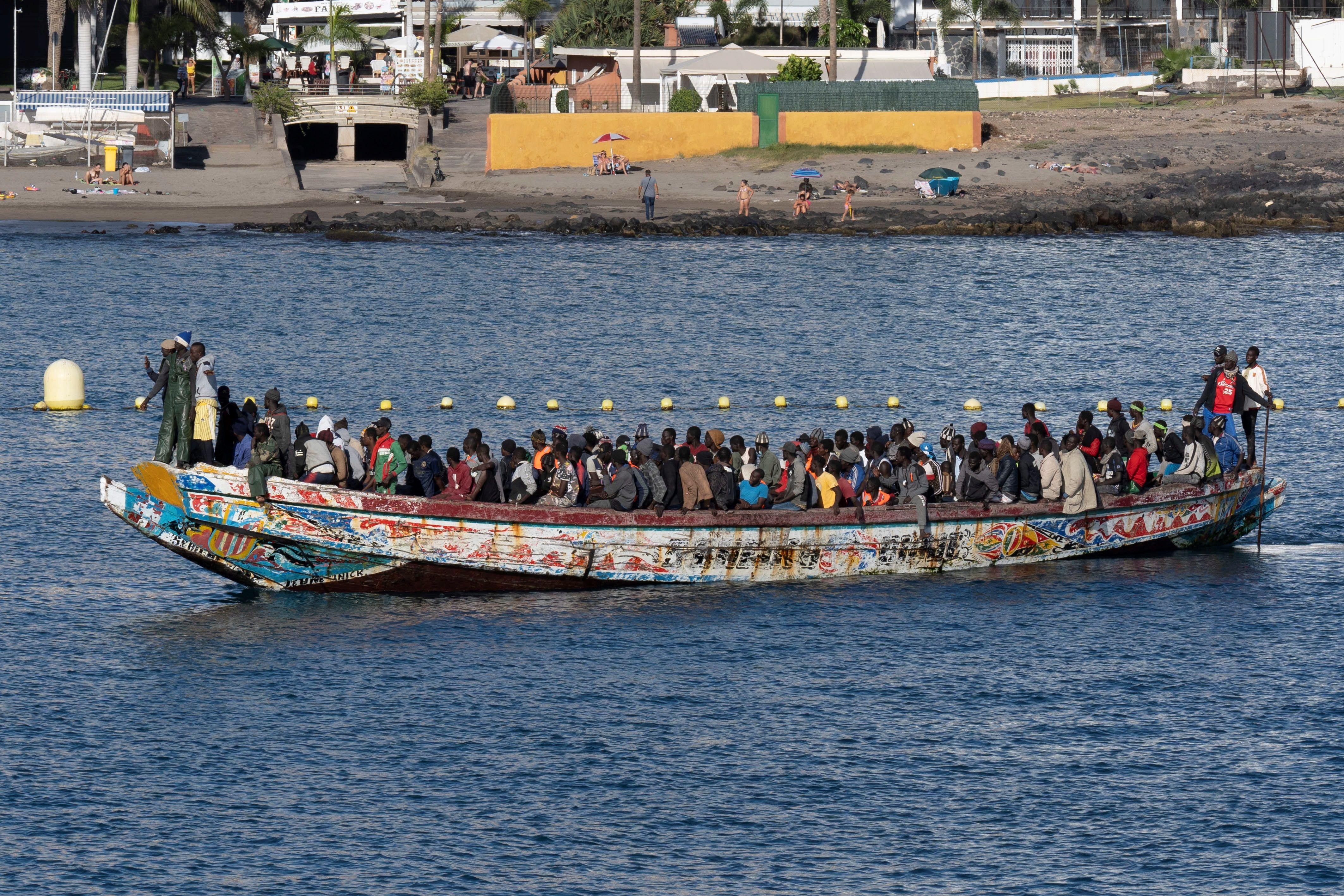 Localizados cuatro inmigrantes muertos en un cayuco a 120 millas de El Hierro