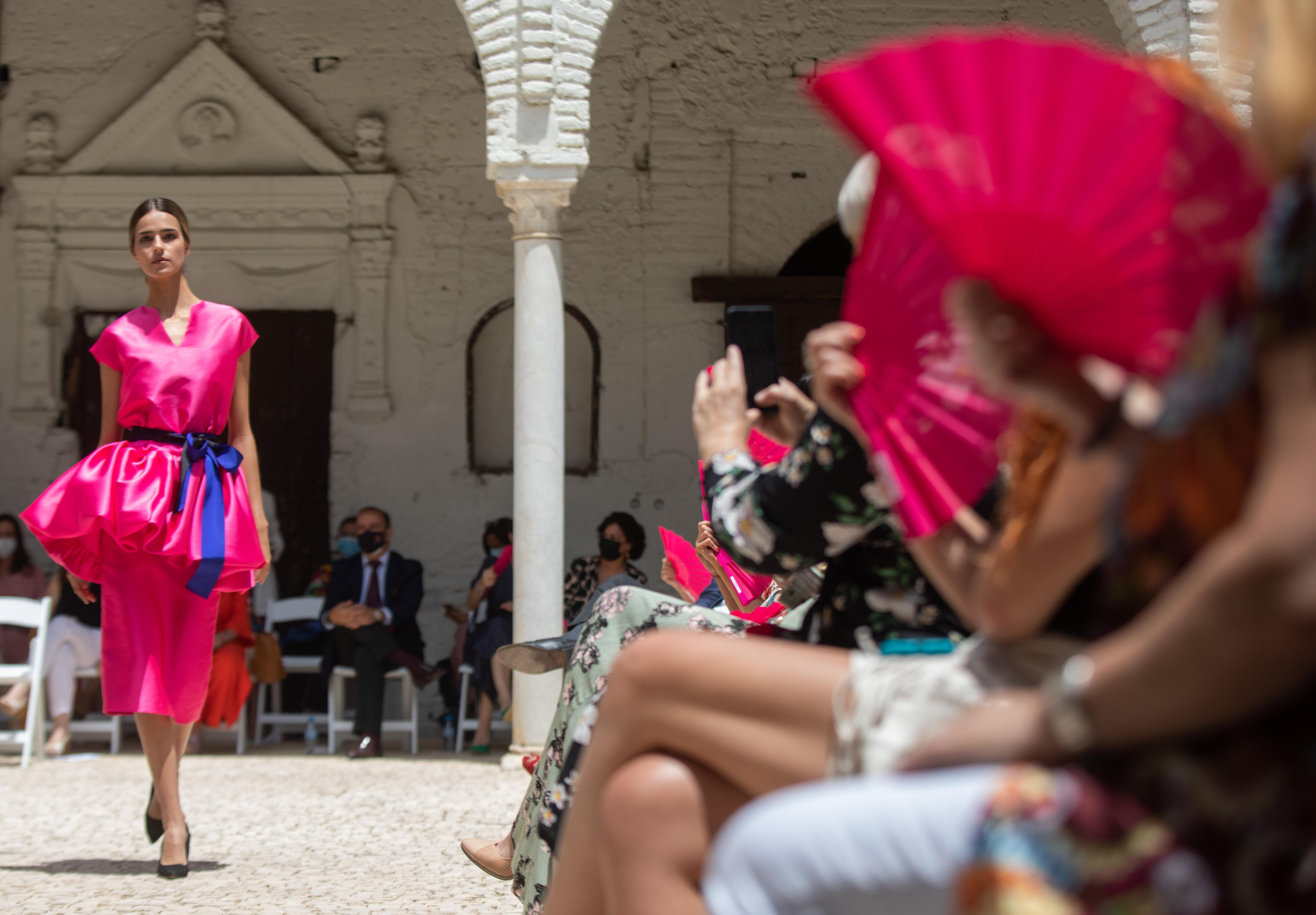 Pase de moda que las emprendedoras sevillanas de Sevilla Moda han organizado a 01 de junio del 2021 en el antiguo convento de Santa María de los Reyes, en Sevilla