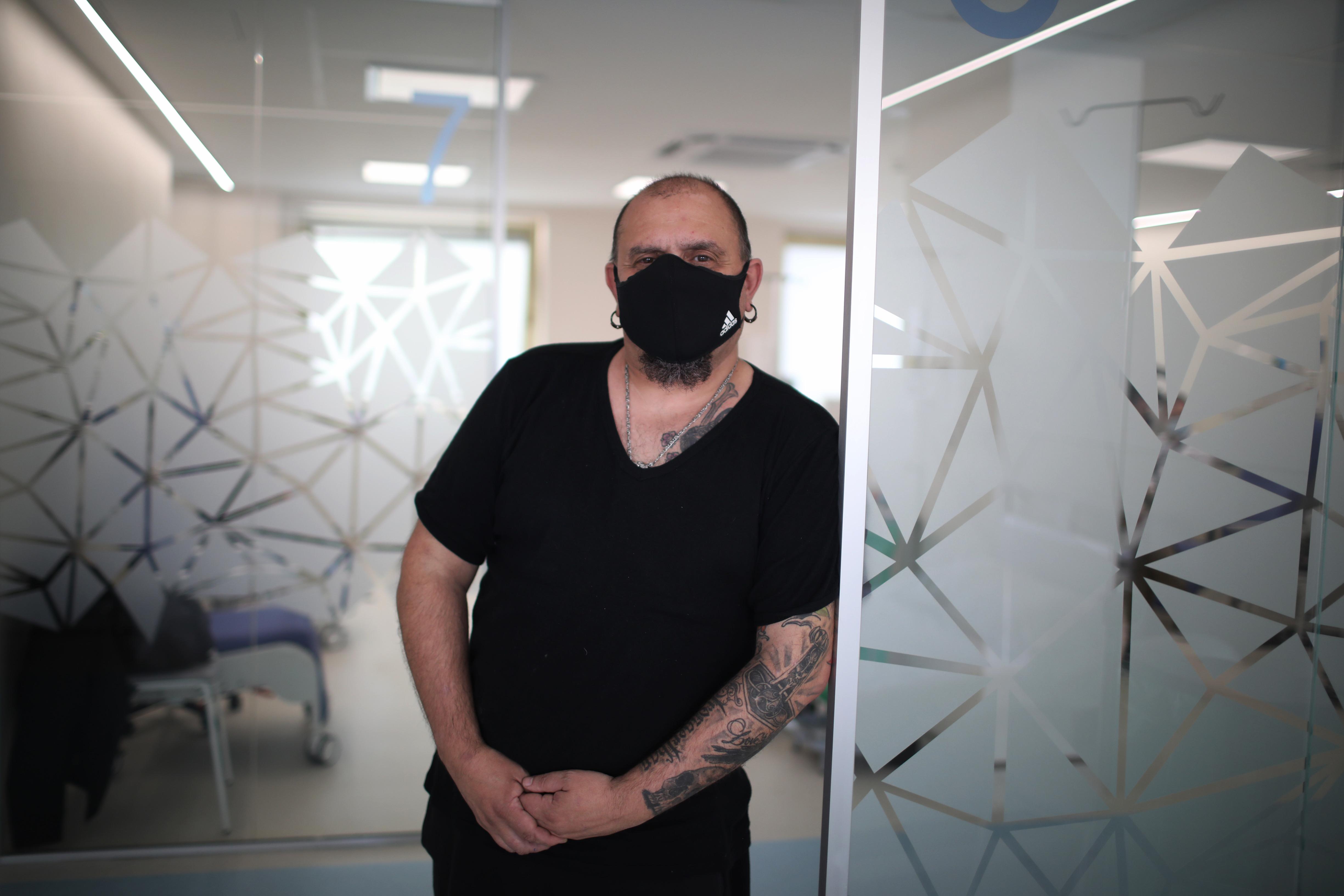 Enrique Guerra, 51 años. En 2012 le detectaron 19 linfomas óseos: «Me da más miedo el cáncer que la Covid. Eso sí, cuando me llamaron me dio cierta sensación de culpabilidad. ¿Por qué yo y no otros? Temo más por mi madre que también padece cáncer»