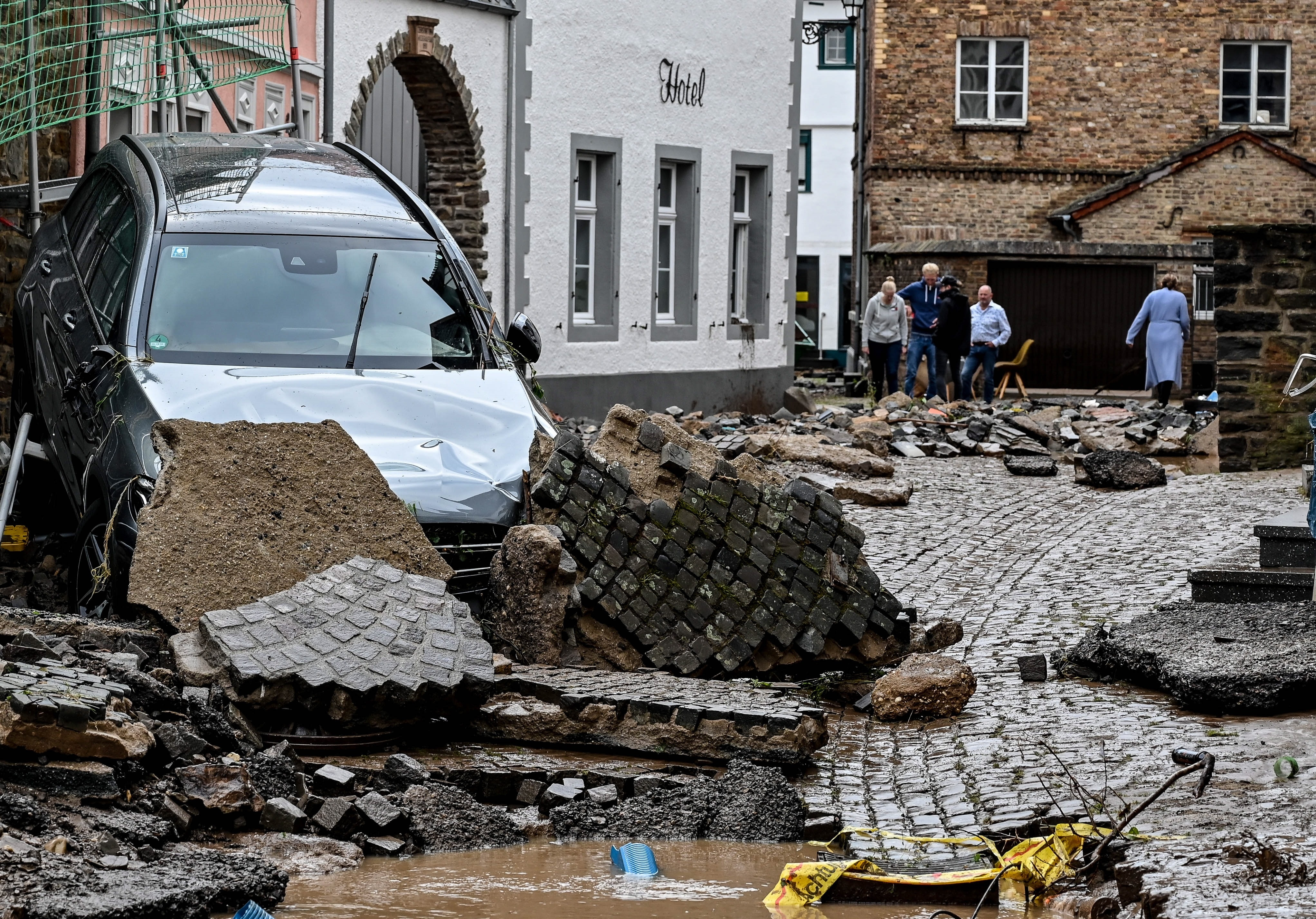 Una carretera afectada por el temporal en Bad Muenstereifel, Alemania
