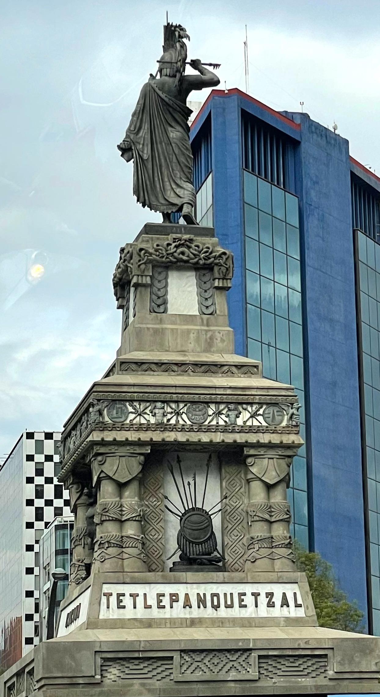 El monumento en Paseo de la Reforma dedicado a Cuauhtémoc