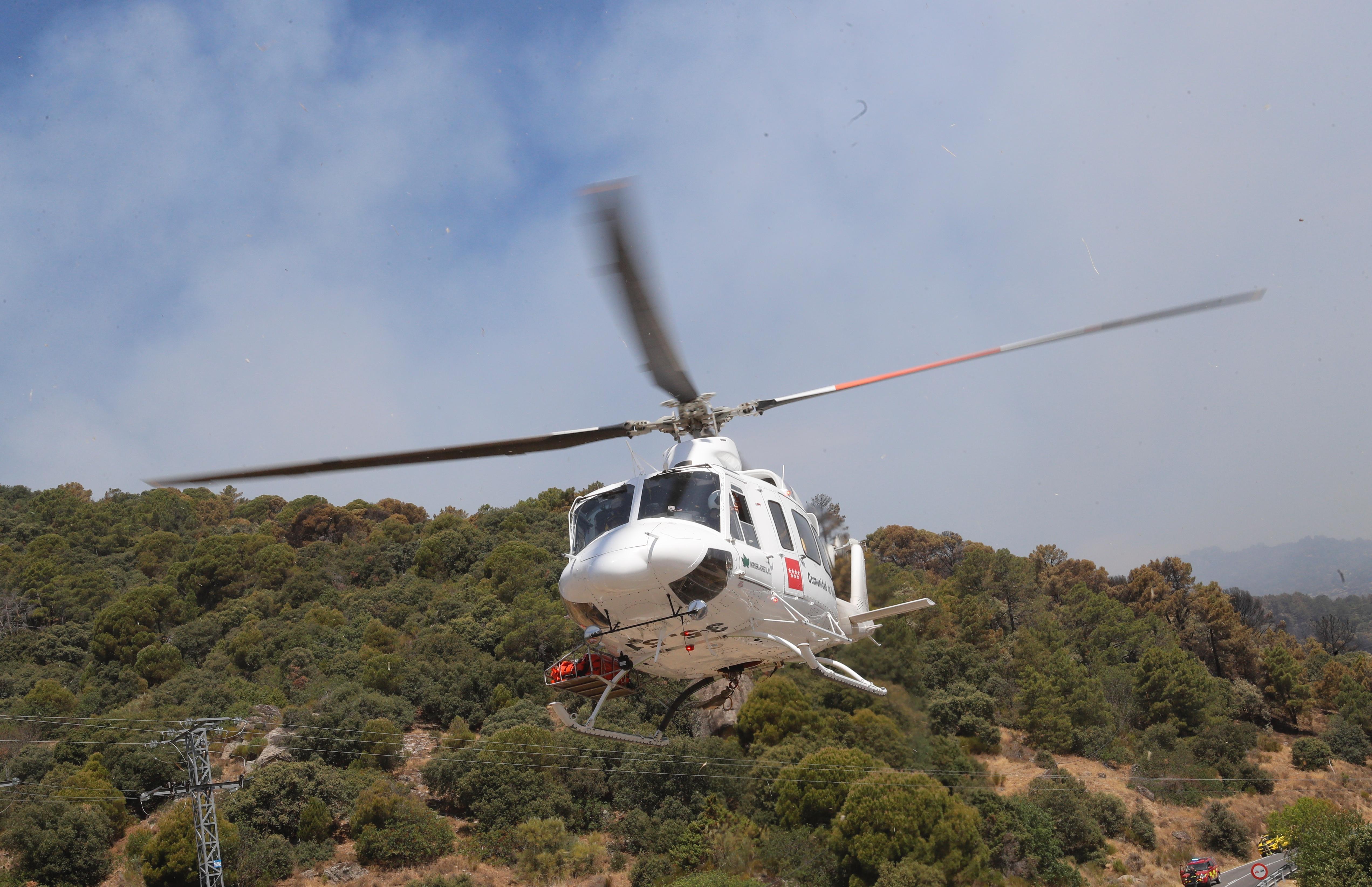 """Los helicópteros son del tipo biturbina, con capacidad para transportar al personal del grupo de extinción y a la propia tripulación. Además, los aparatos cuentan con un depósito colgante, llamado """"helibalde""""."""