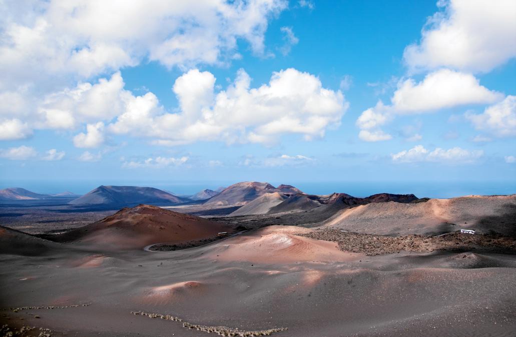 Timanfaya.  En 1730 muchos pueblos quedaron enterrados y durante seis años, la lava se extendió por la zona sur