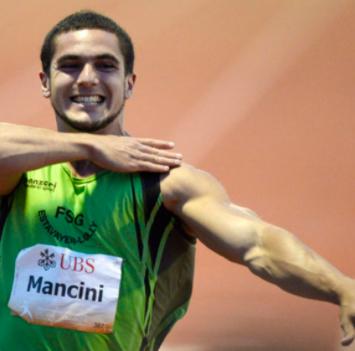 Mancini realizando el saludo fascista