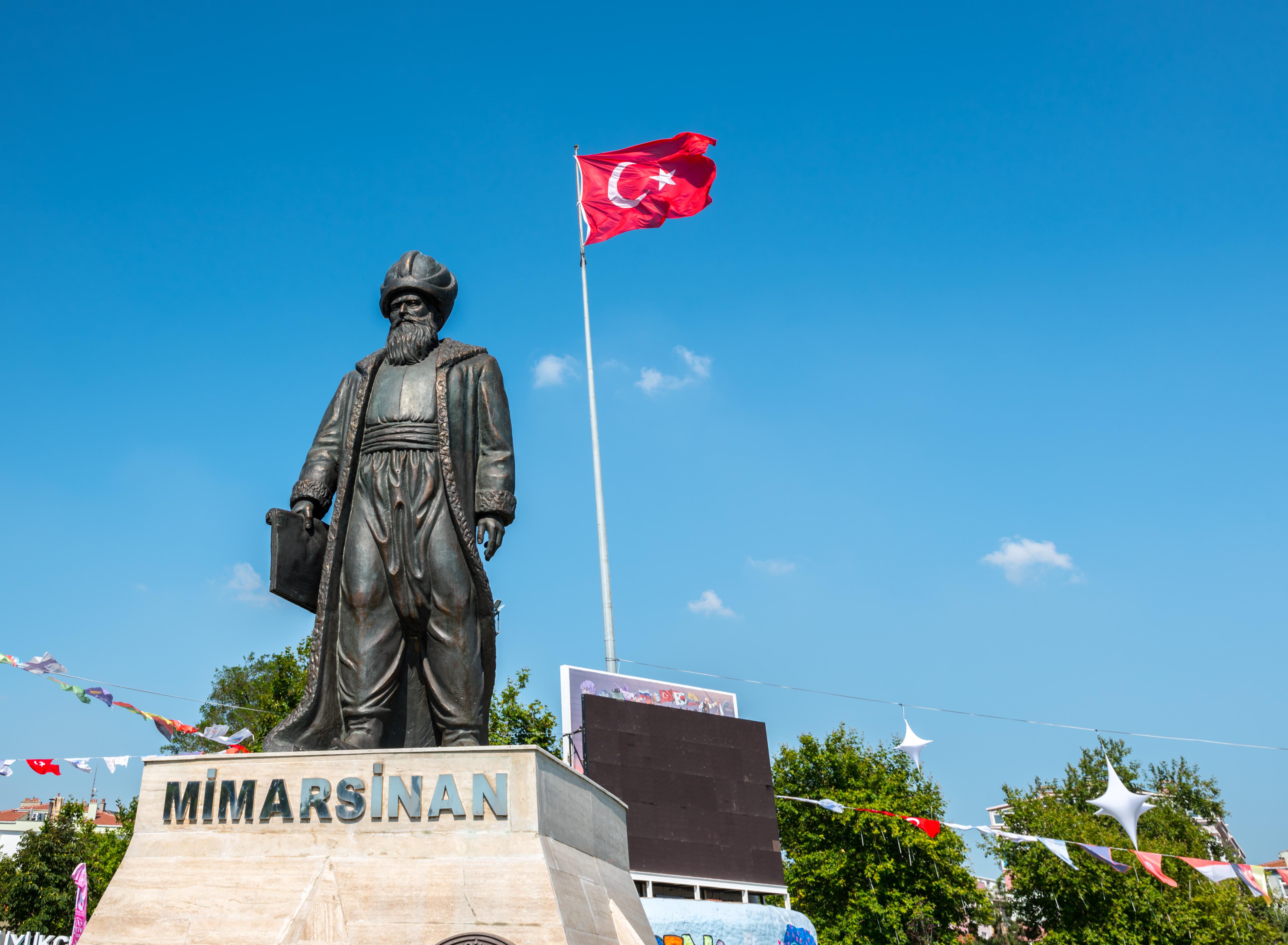 Estatua del arquitecto Mimar Sinan en Estambul