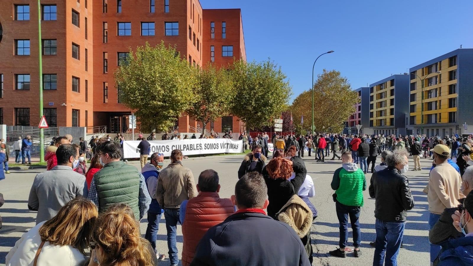 Un centenar de hosteleros de Burgos se rebelan ante el cierre y abrirán este sábado sus negocios