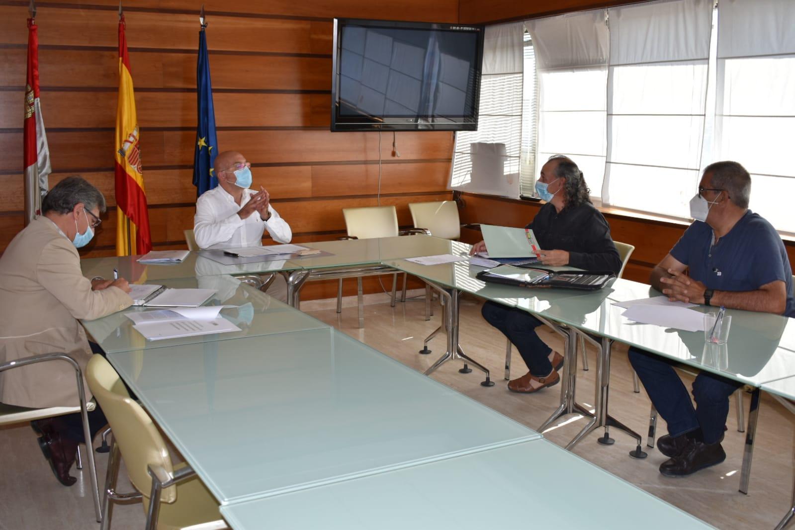 Los representantes de UCCL se reúnen con la Consejería de Agricultura y Ganadería
