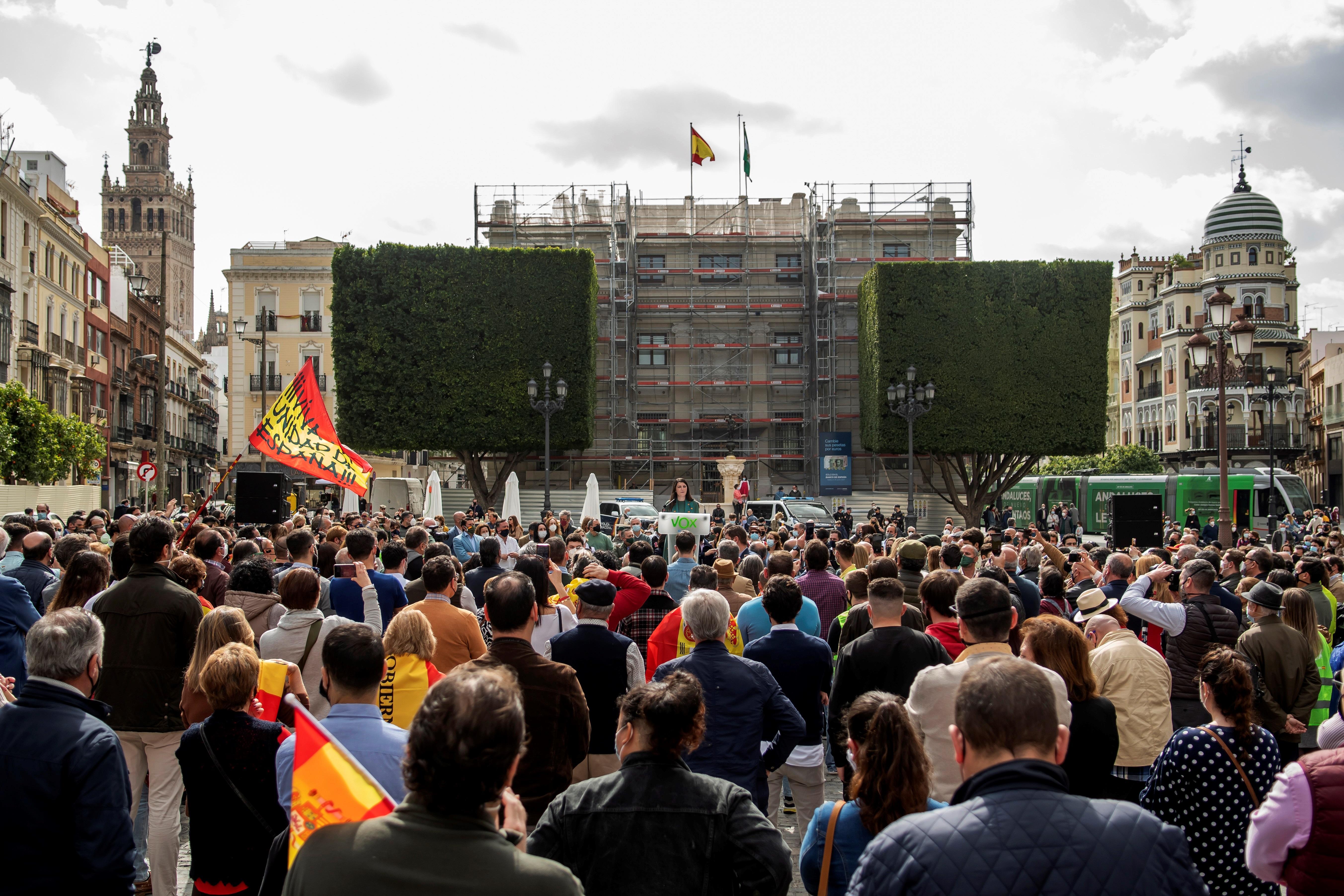 Multitud de asistentes al acto de Olona en Sevilla