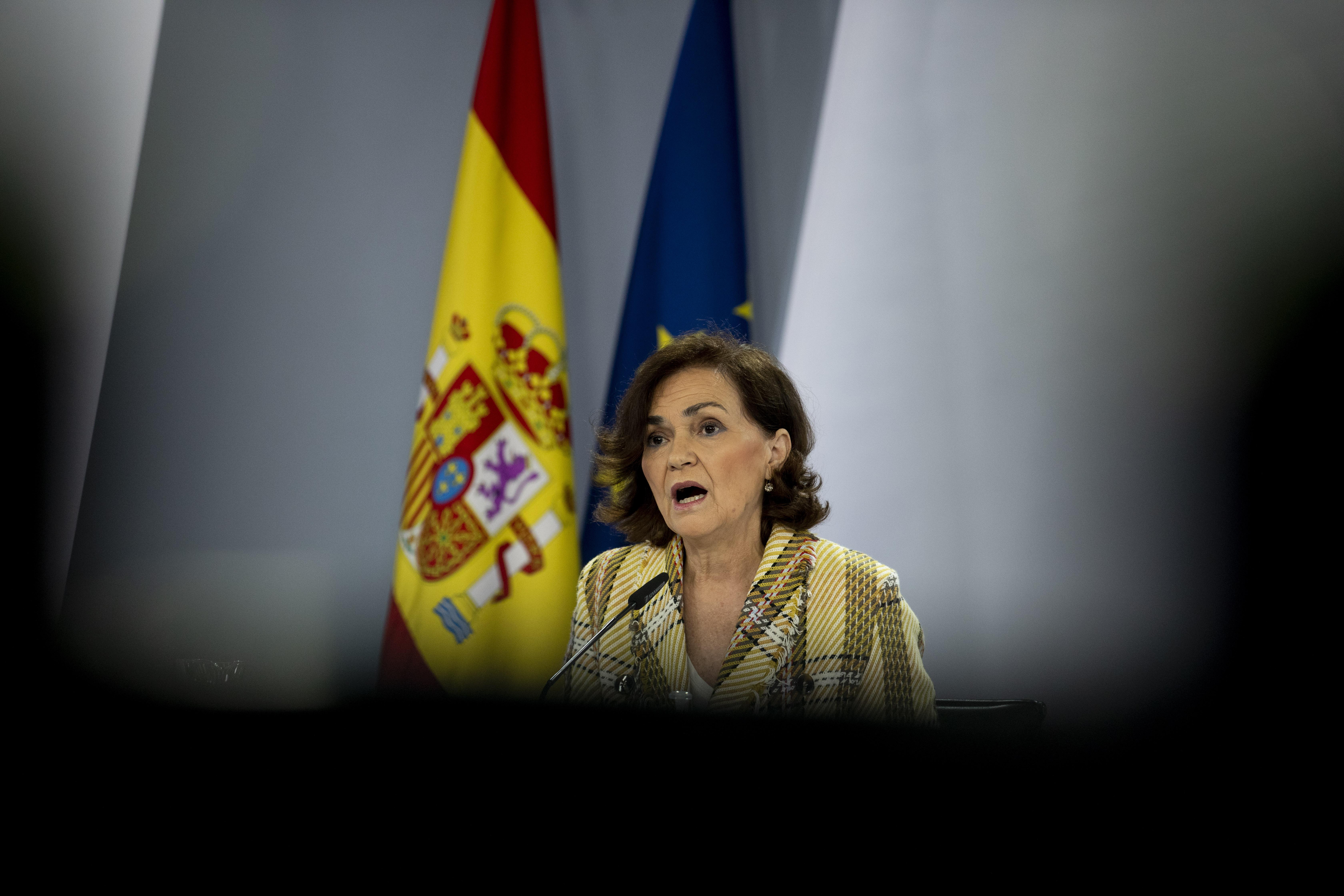 La vicepresidente Carmen Calvo (PSOE) es uno de los principales escollos de Irene Montero (UP) para llevar a cabo el proyecto de ley trans.
