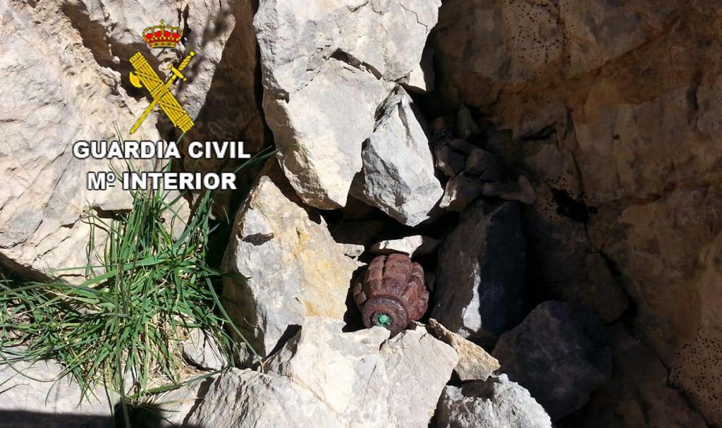 Granadas destruidas por la Guardia Civil en Villamanín y San Emiliano (León)