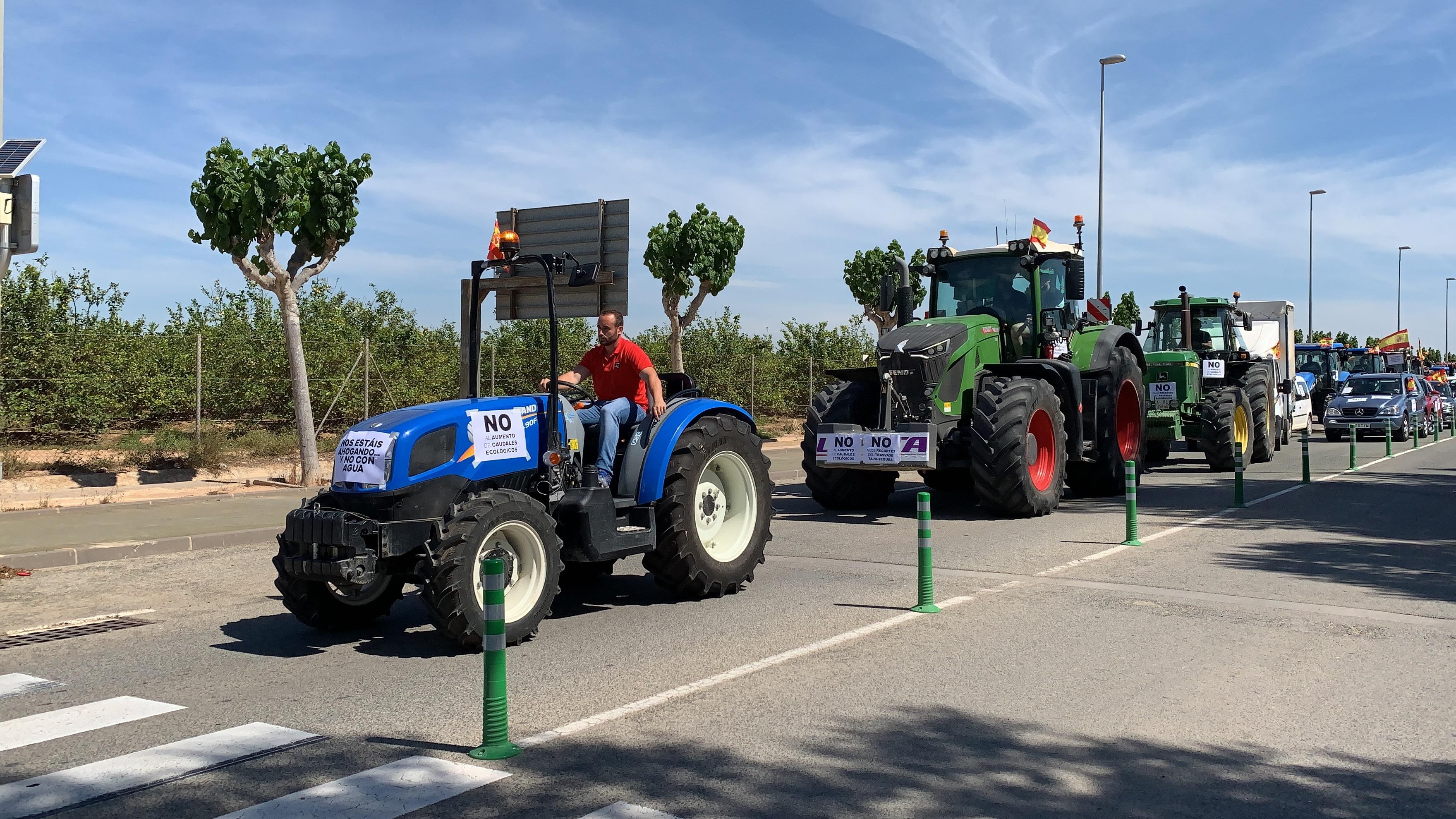 Medio millar de tractores se citan en la Vega Baja para defender el trasvase Tajo-Segura