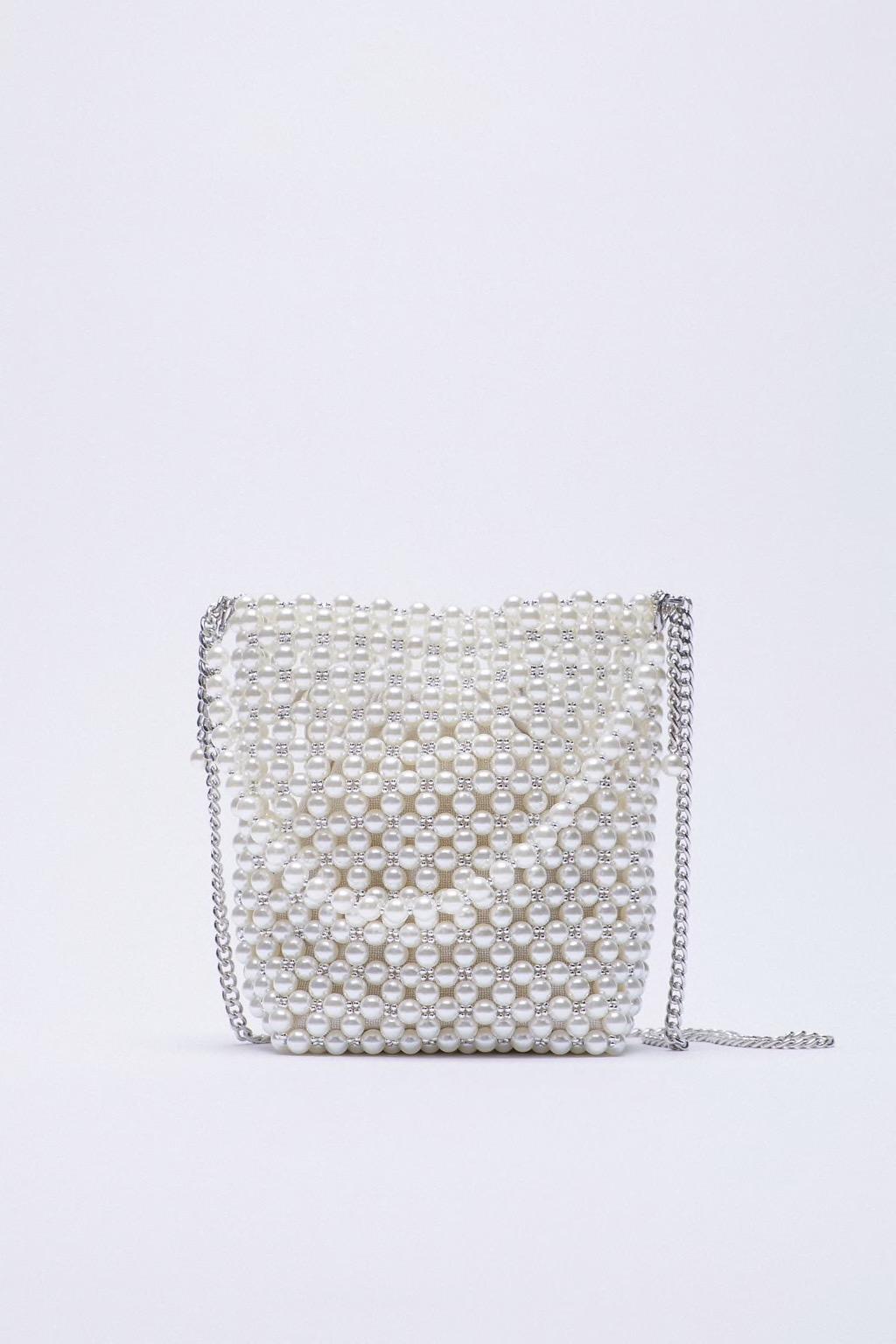 Bolso mini saca perlas, de Zara