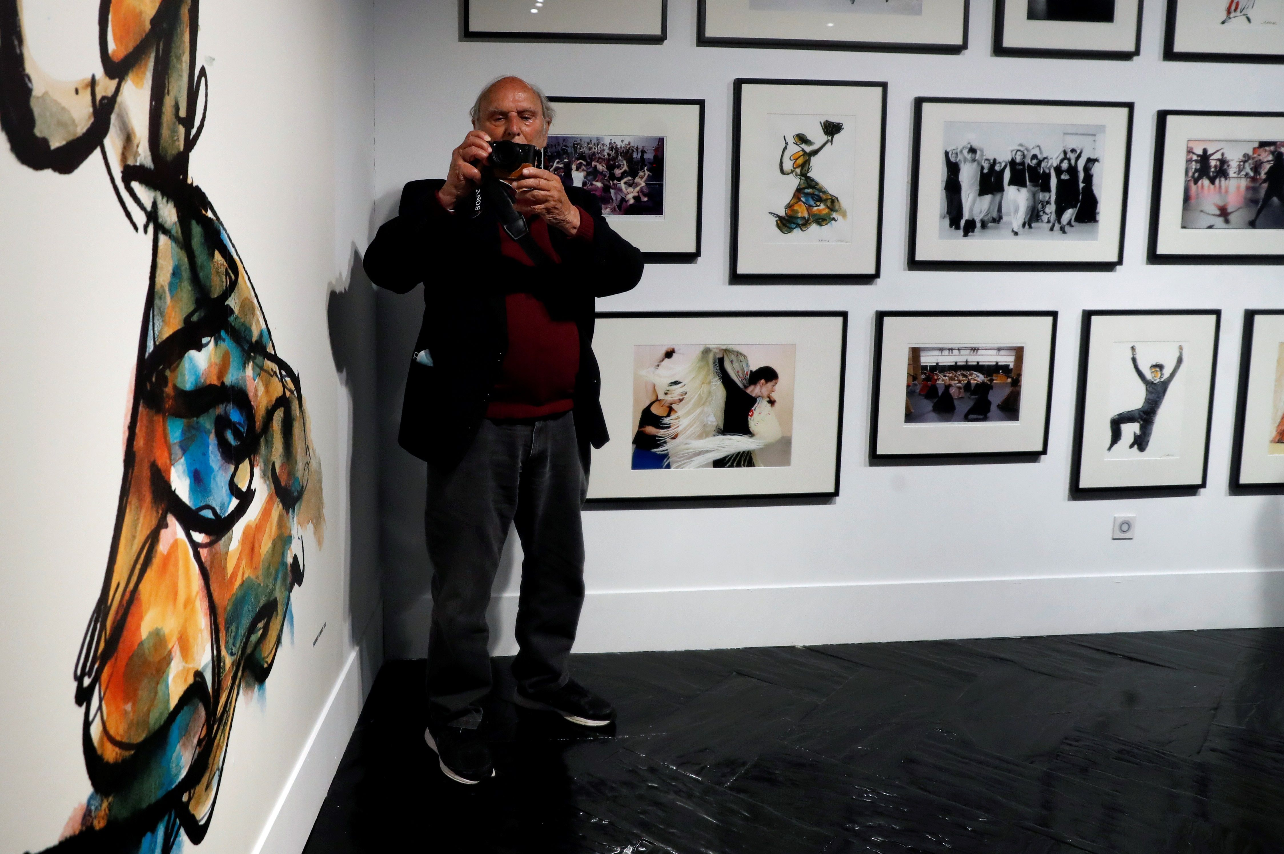 Carlos Saura no soltó la cámara durante la presentación de la exposición en el Fernán Gómez del Centro Cultural de la Villa