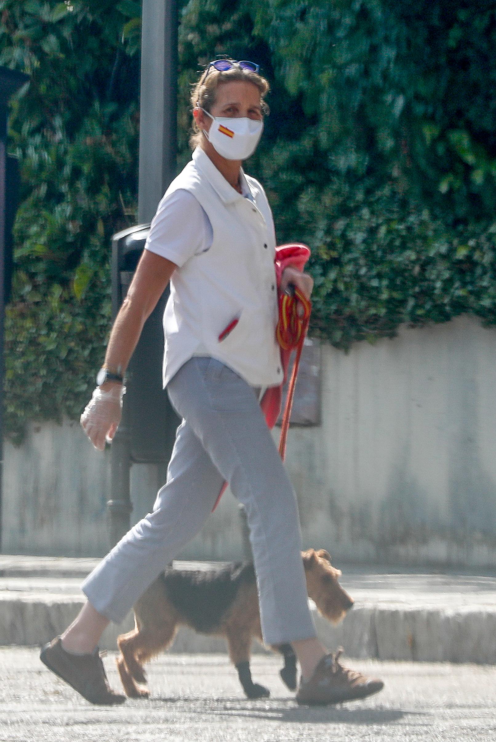 La infanta Elena de Borbon con su perro por las calles de Madrid03/06/2020Madrid