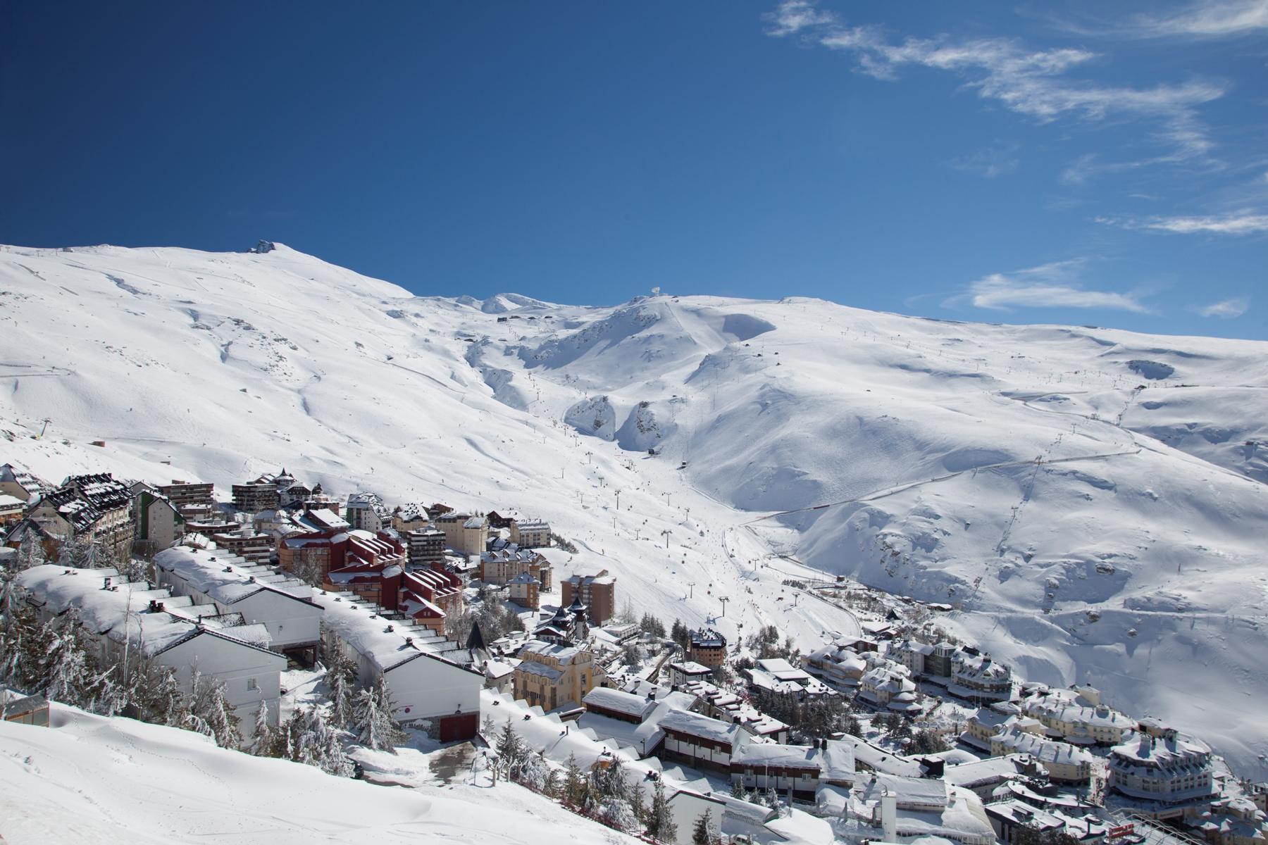 Sierra Nevada ofrece más de 110 kilómetros esquiables divididos en 131 pistas de todos los colores