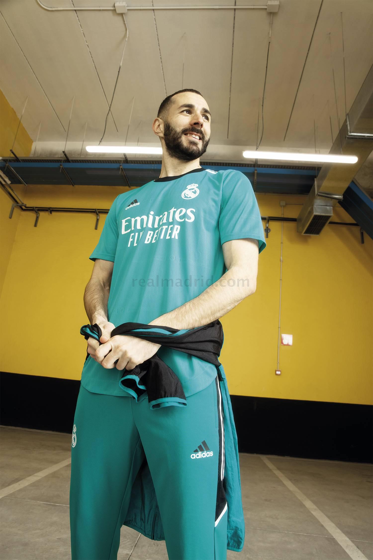 Karim Benzema con la tercera Equipación del Real Madrid