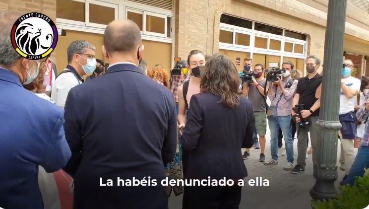 """Escrache a Irene Montero y Oltra al grito de """"vendeobreras"""", """"vividora"""" y """"no ayudáis a las mujeres"""""""