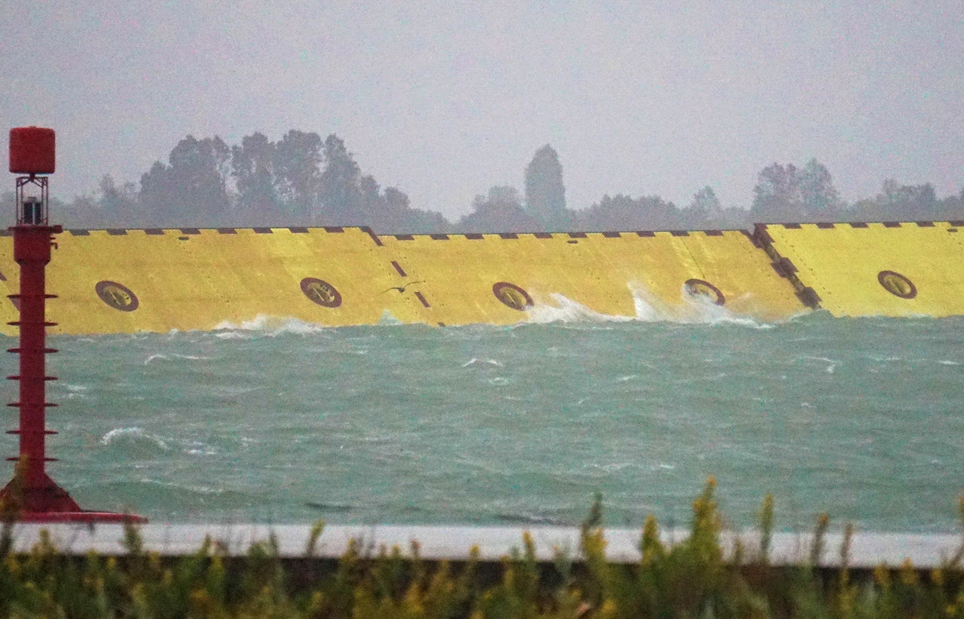 Mose: Venecia levanta por primera vez su sistema de diques contra las inundaciones