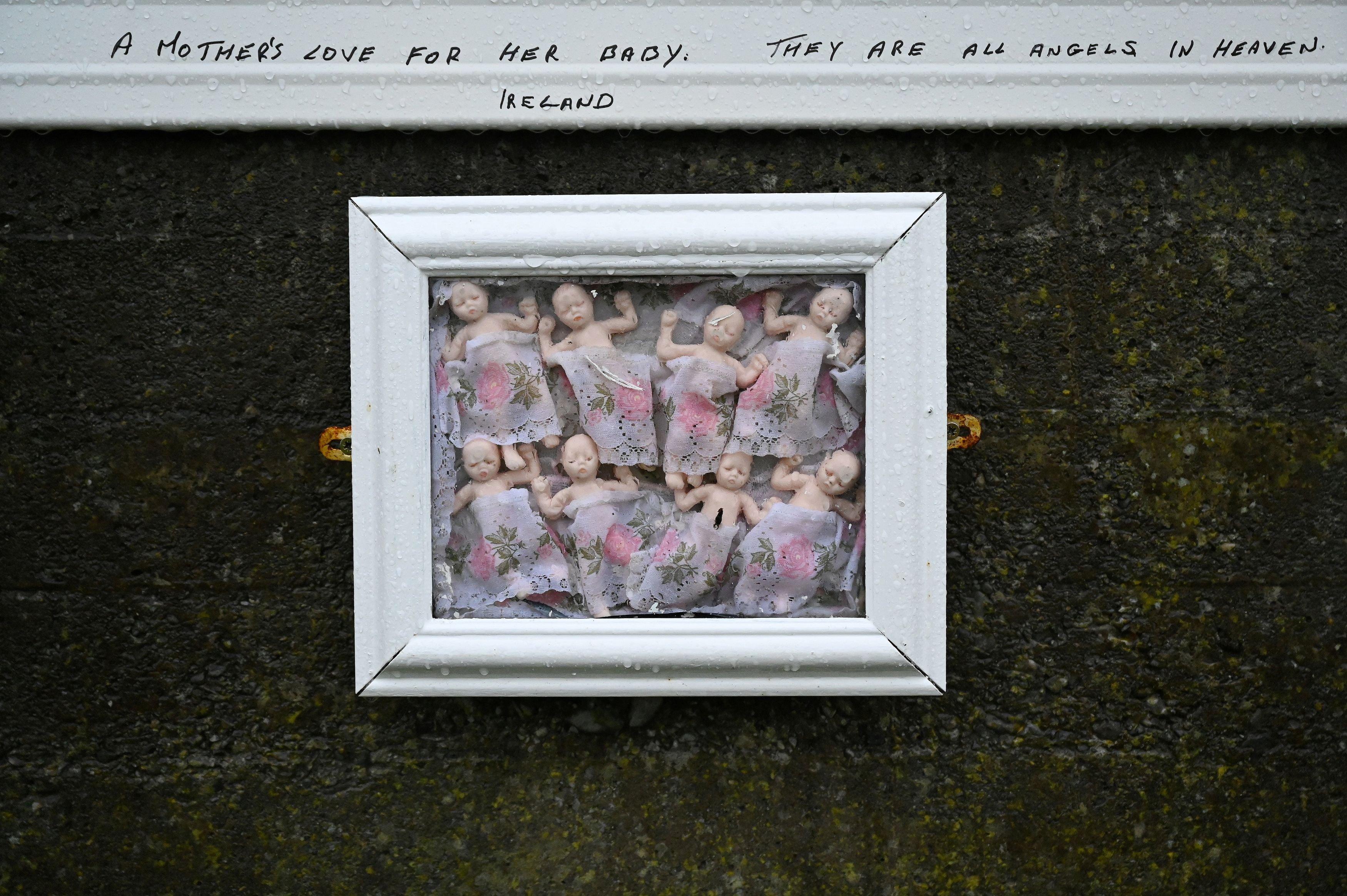 Imagen de un muro de Tuam, lugar en el que fueron encontrados los cuerpos de 796 bebés