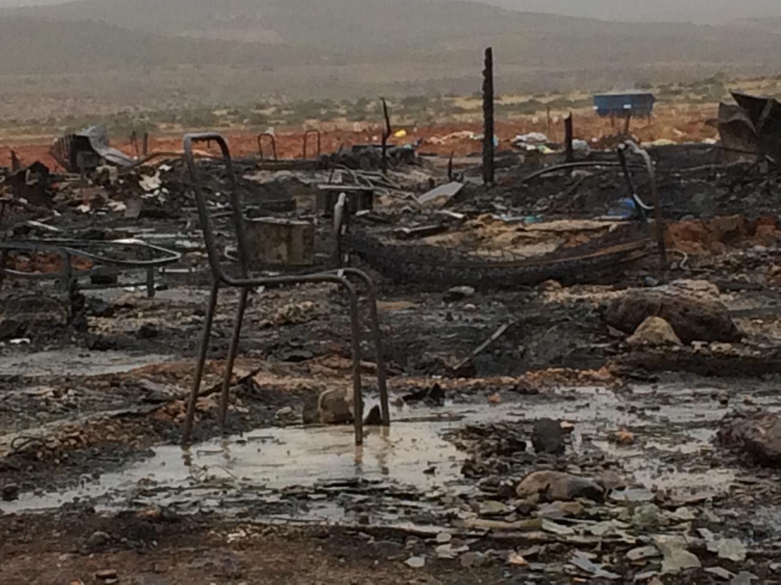 Vista de algunos objetos quemados por las llamas
