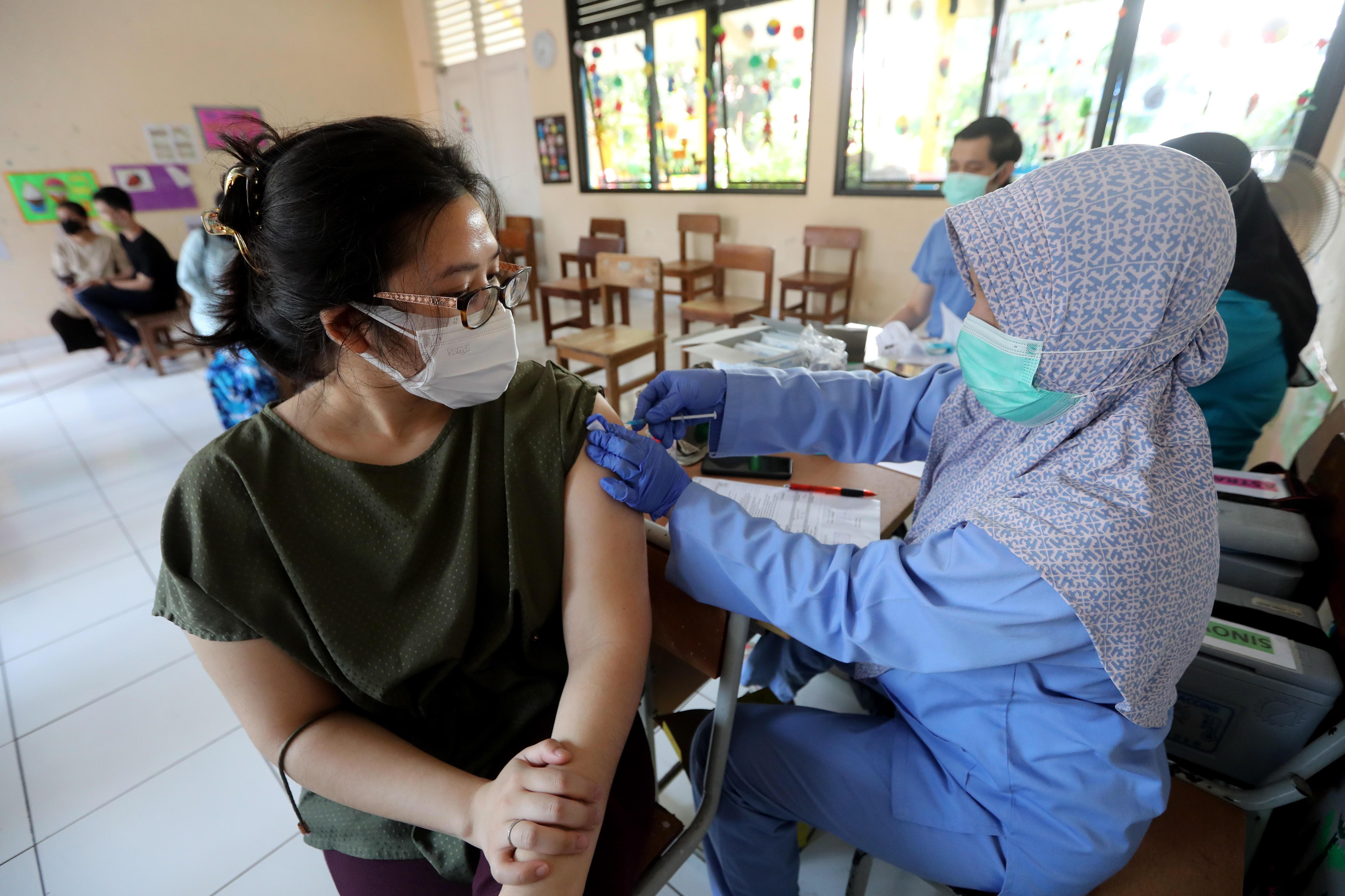 Coronavirus hoy en directo: Sanidad notifica 133 muertos y 14.004 contagios tras un ajuste de datos de Cataluña