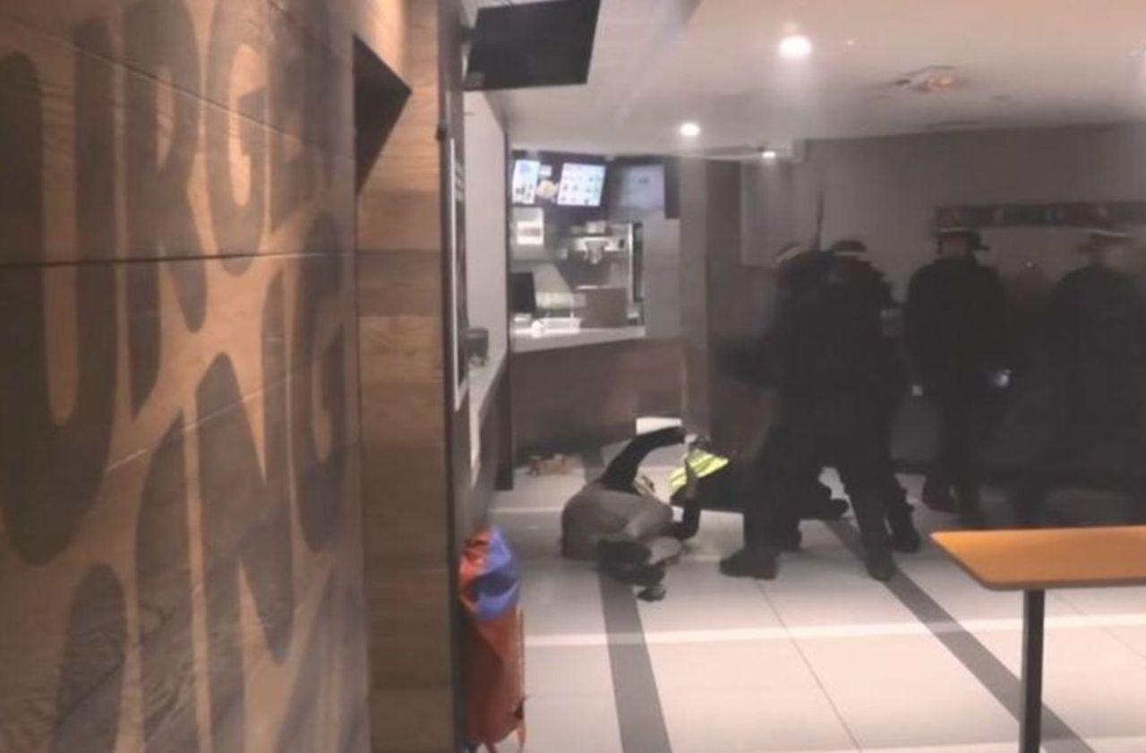 Gilets jaunes battus dans un Burger King à Paris : trois CRS en garde à vue