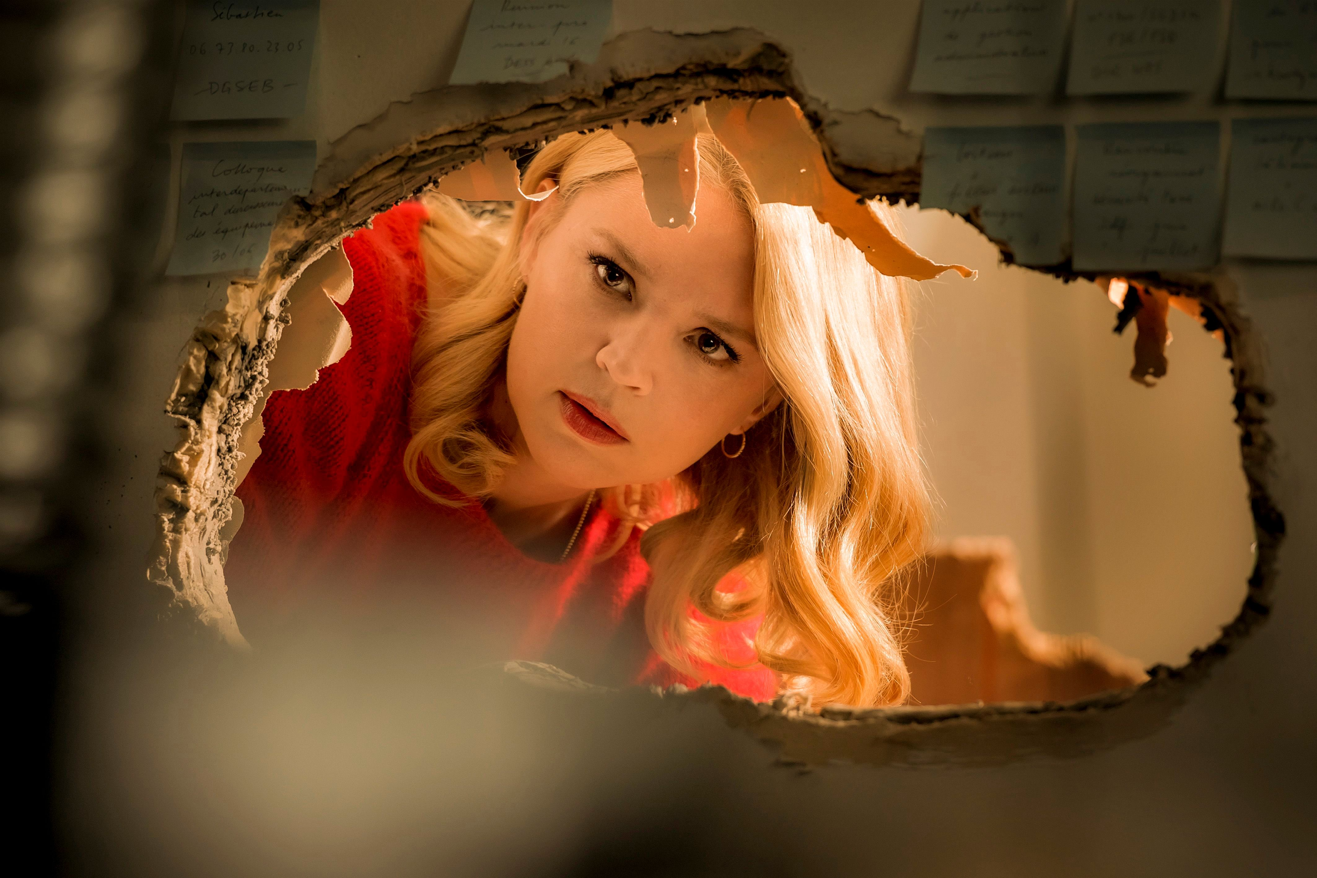 Réouverture des cinémas mi-mai : «Adieu les cons», «le film idéal pour la reprise», affirme Virginie Efira