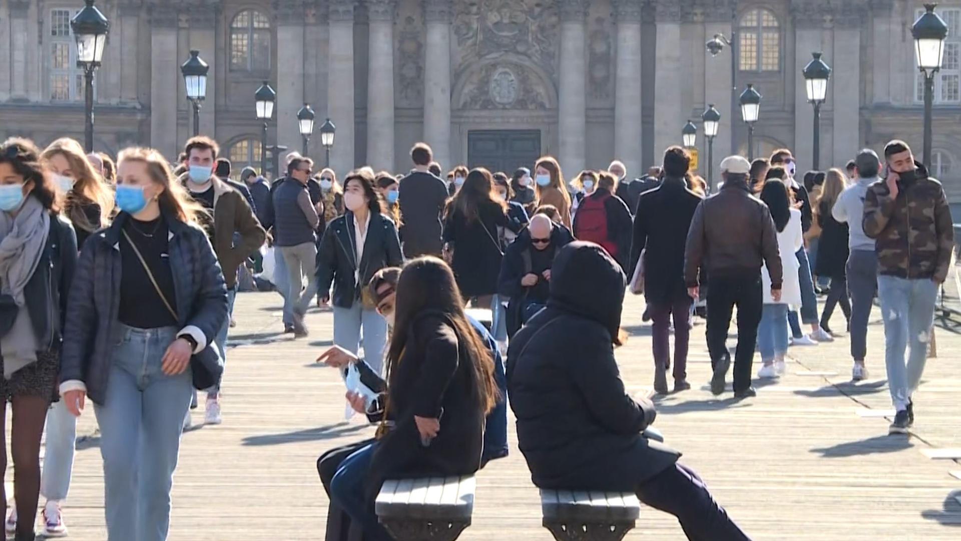 VIDÉO. Covid-19 : à Paris, le soleil attire de nombreux promeneurs sur les quais - Le Parisien