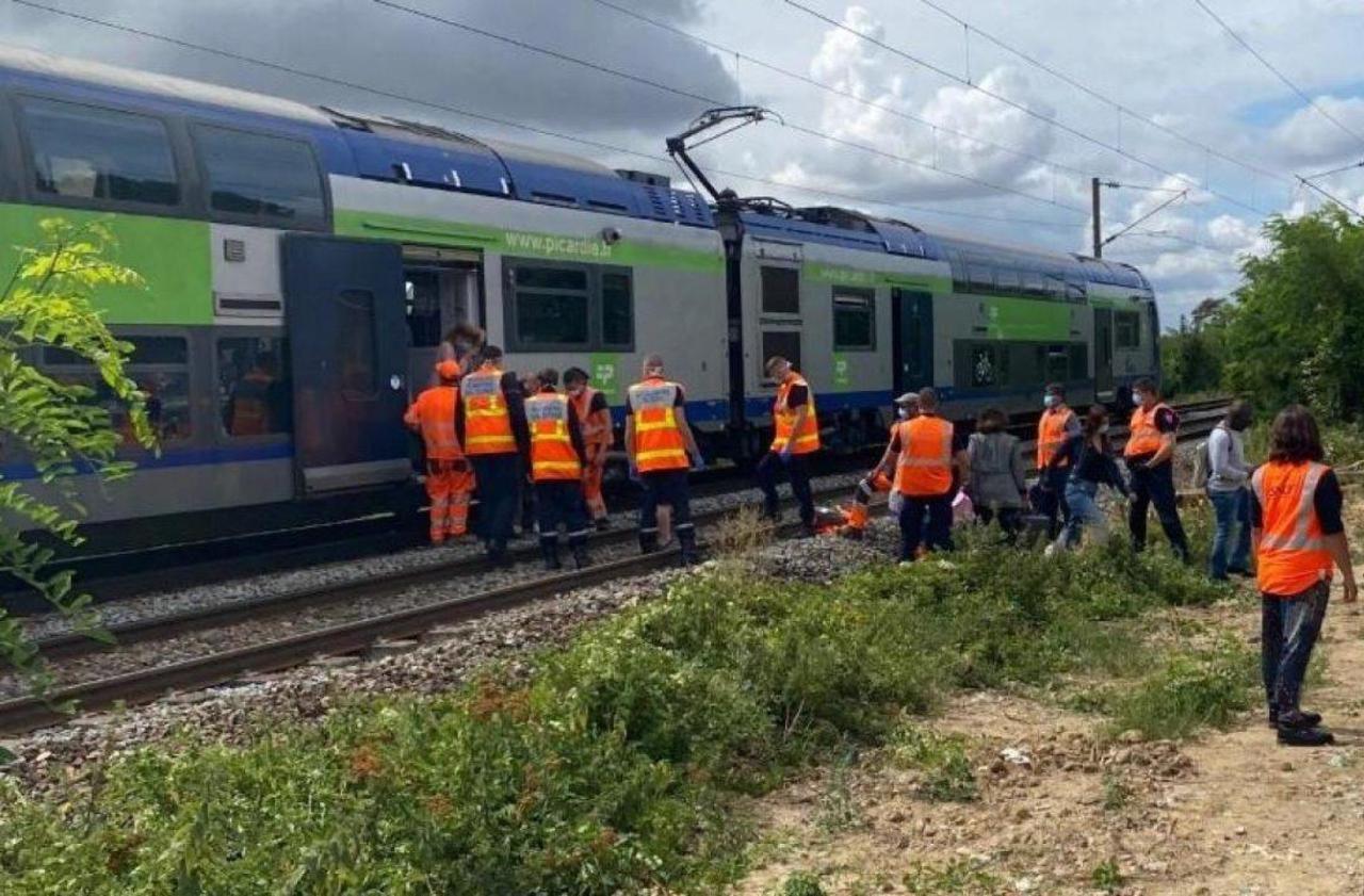 Oise : le trajet en train devait durer 40 minutes, les voyageurs restent bloqués sept heures thumbnail
