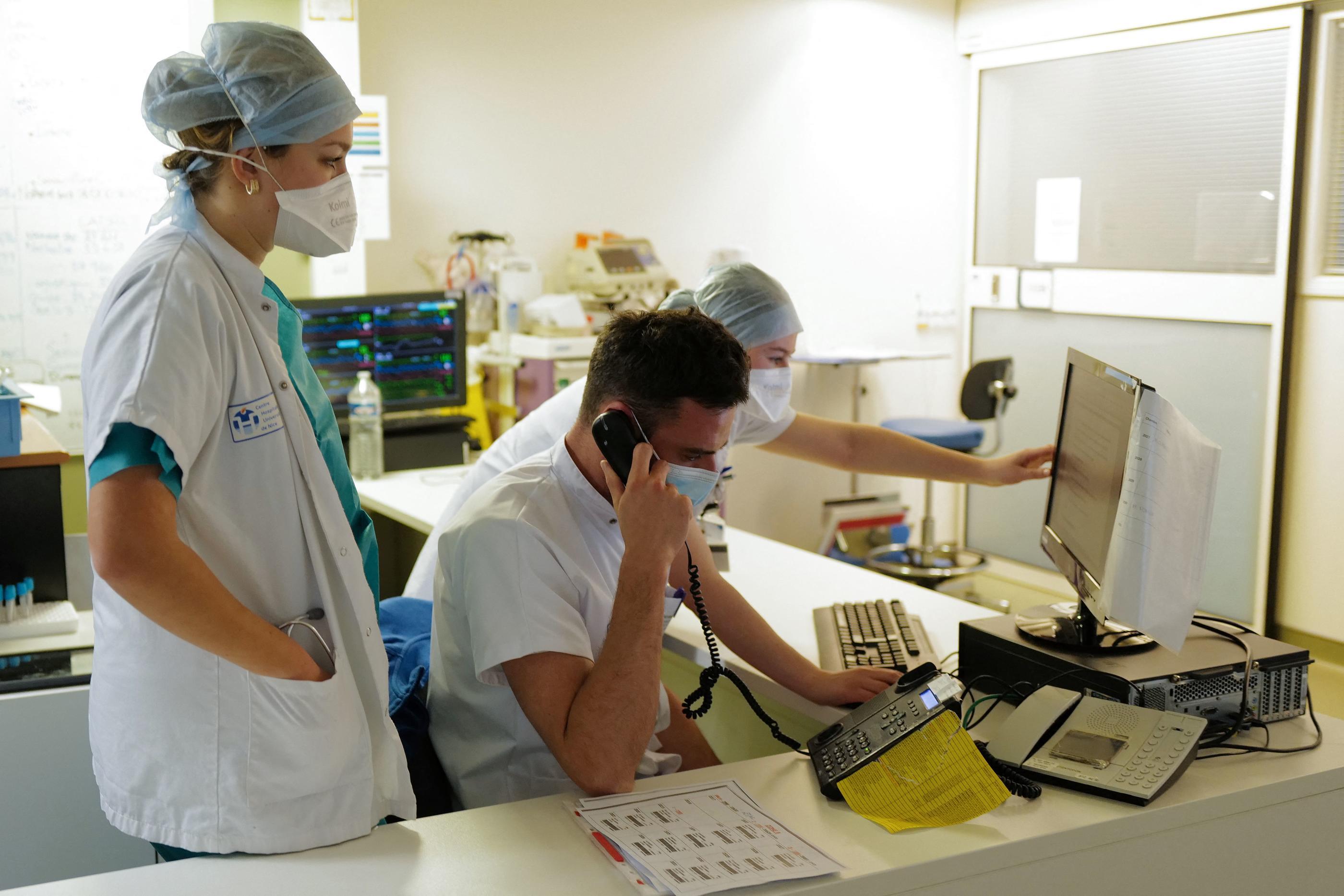 Covid-19 : 301 nouveaux décès à l'hôpital et 22857 contaminations en 24 heures - Le Parisien