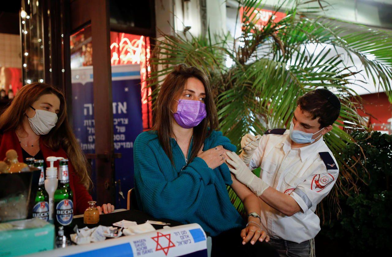 Vaccination anti-Covid : en Israël, une baisse spectaculaire des contaminations et des décès - Le Parisien