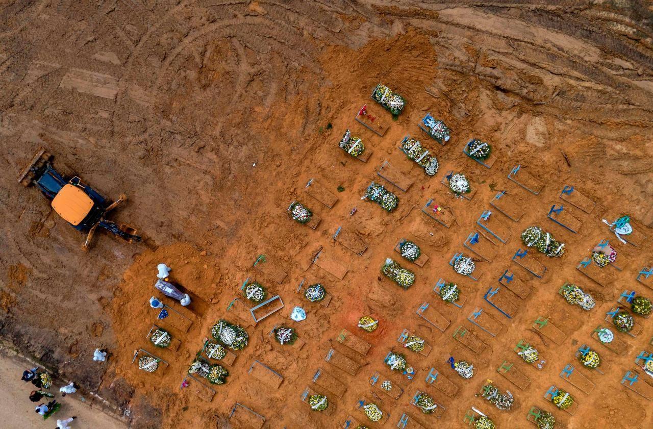 Brésil : l'extension du cimetière de Manaus, symbole des ravages du Covid-19