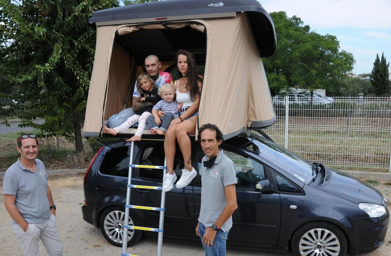 Tourisme : ils ont créé la tente pliante sur le toit de la voiture