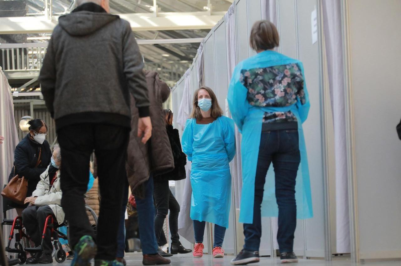 220000 Français ont été vaccinés, ce samedi. Le Centquatre à Paris et le palais des expositions à Nice ont accueillis plusieurs milliers de