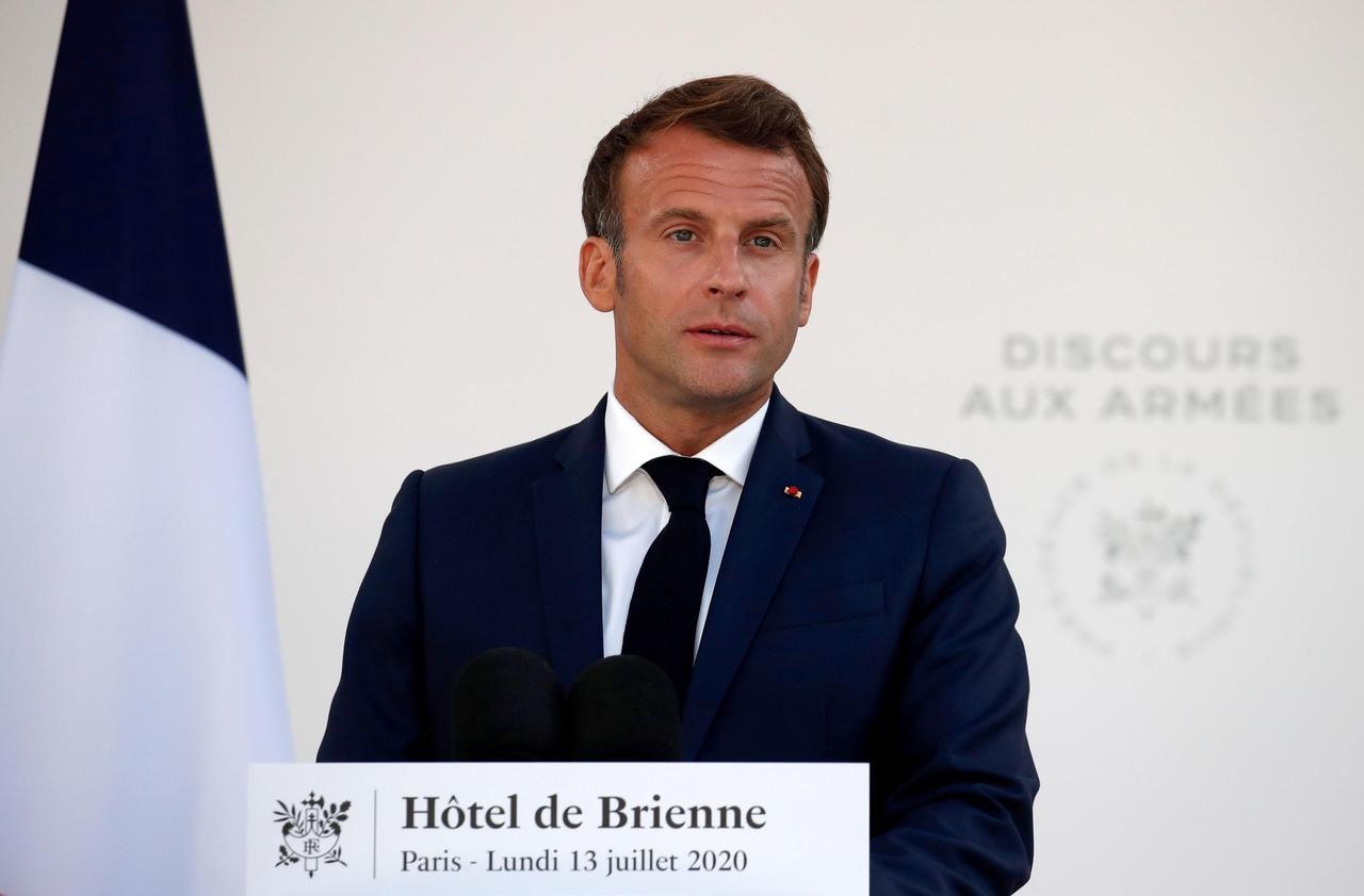 Covid-19 : Macron salue l'engagement des militaires pendant la crise