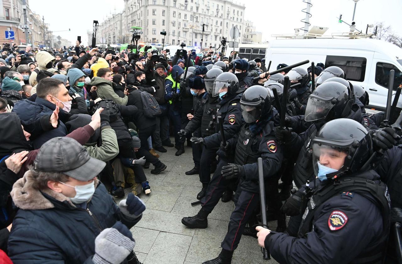Russie : près de 3500 manifestants pro-Navalny arrêtés, tollé au sein de la communauté internationale