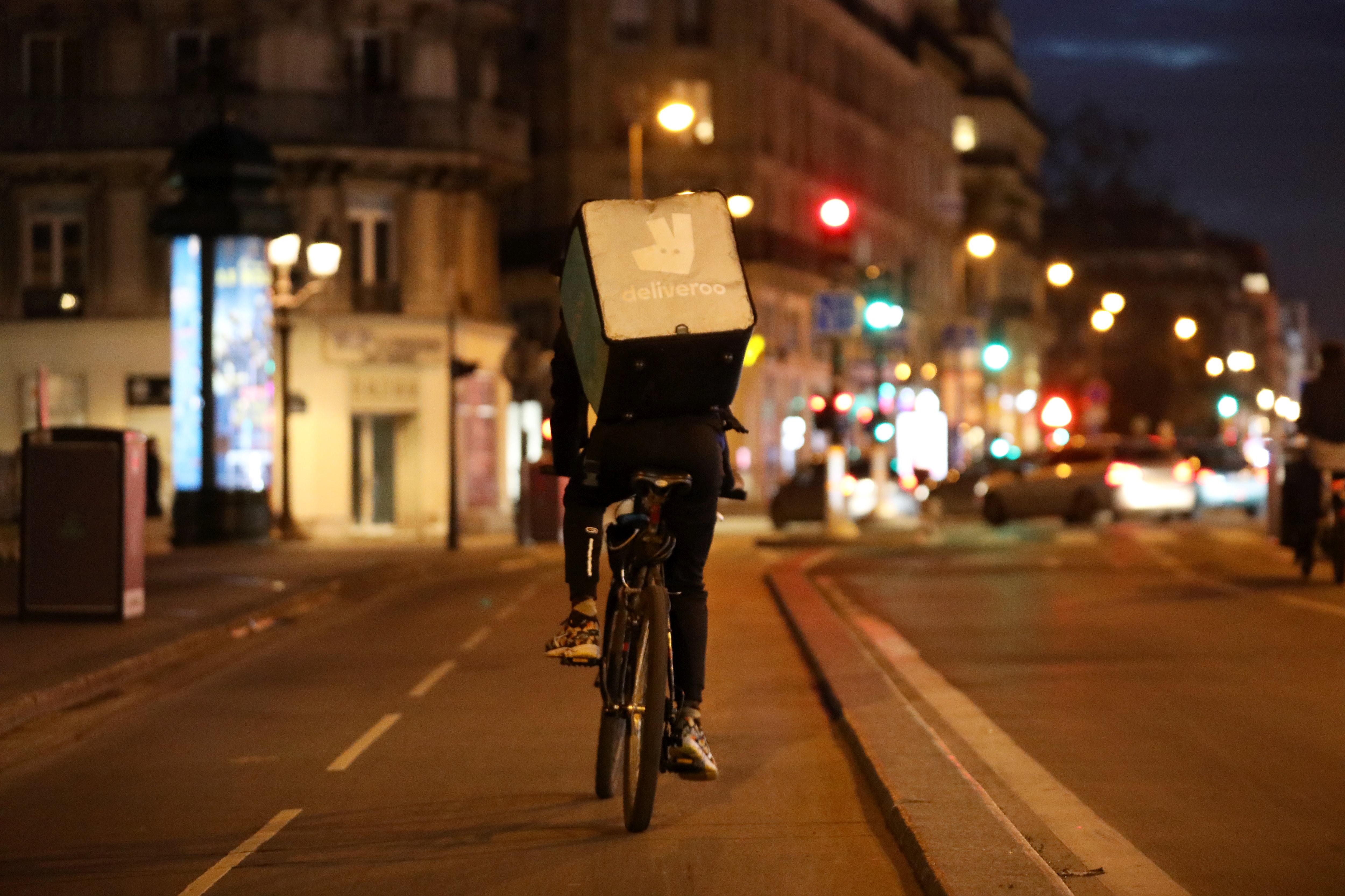 Deliveroo promet jusqu'à 11600 euros à ses meilleurs livreurs le jour de son introduction en bourse - Le Parisien