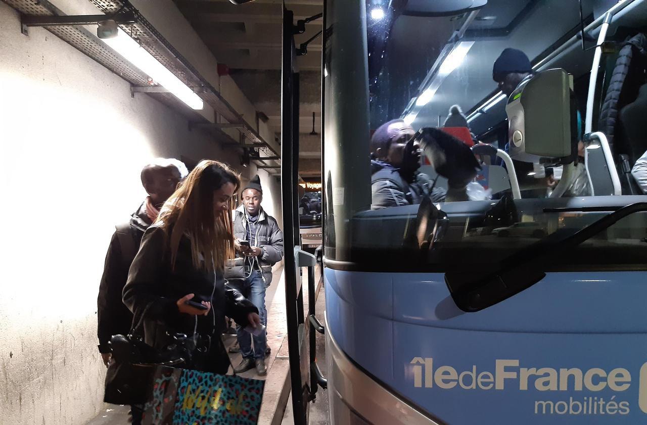 Grève : la région Ile-de-France renforce son offre de cars entre les Yvelines et La Défense