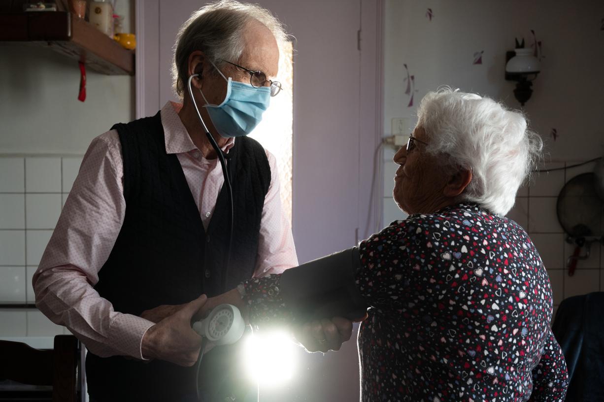 «On ne trouvera jamais quelqu'un comme lui» : l'ultime tournée d'un médecin de campagne