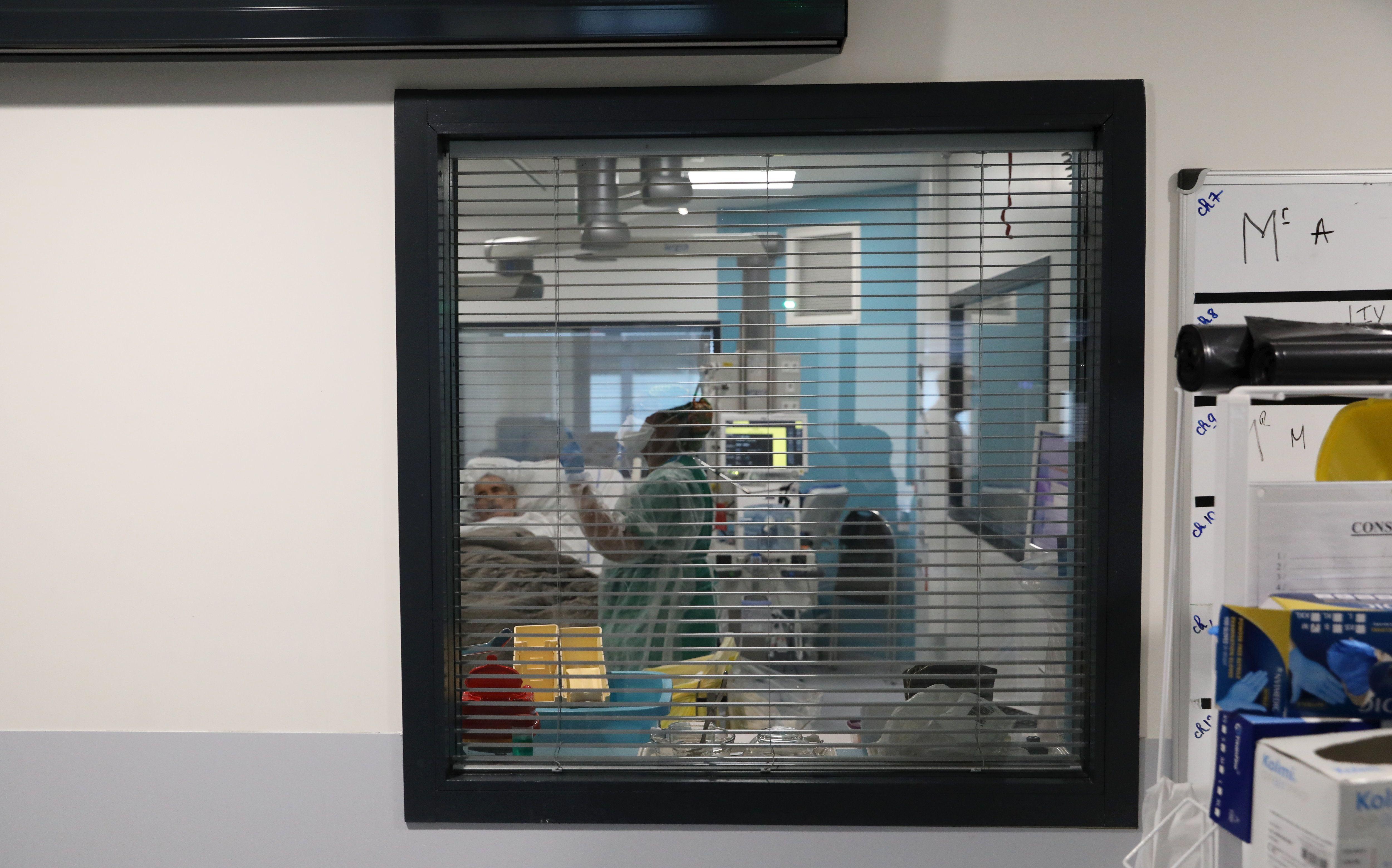 Covid-19 : pourquoi constate-t-on un rajeunissement des patients hospitalisés ? - Le Parisien