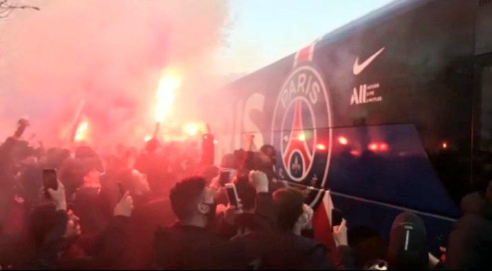 PSG-Bayern : les supporters du PSG ont mis le feu pour le départ des joueurs