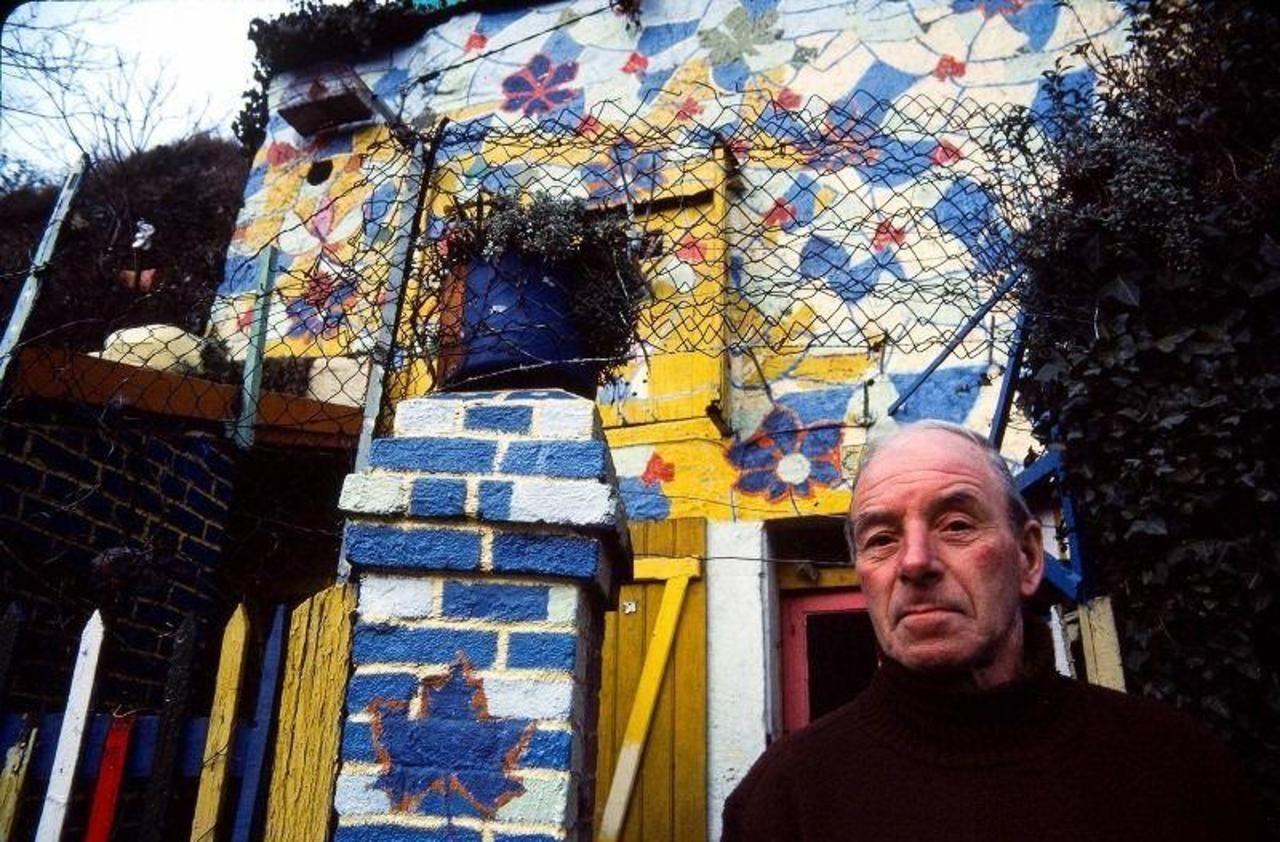 Abandonnée depuis 30 ans, «la maison bleue adossée à la colline» de l'artiste de Creil intrigue ...