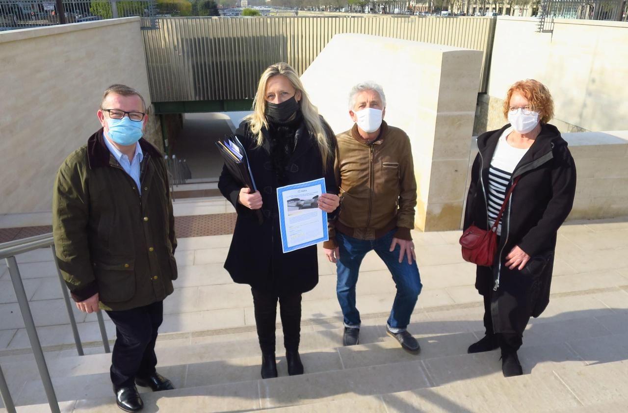 Paris : les riverains réclament la grille promise de l'escalier de la Bastille